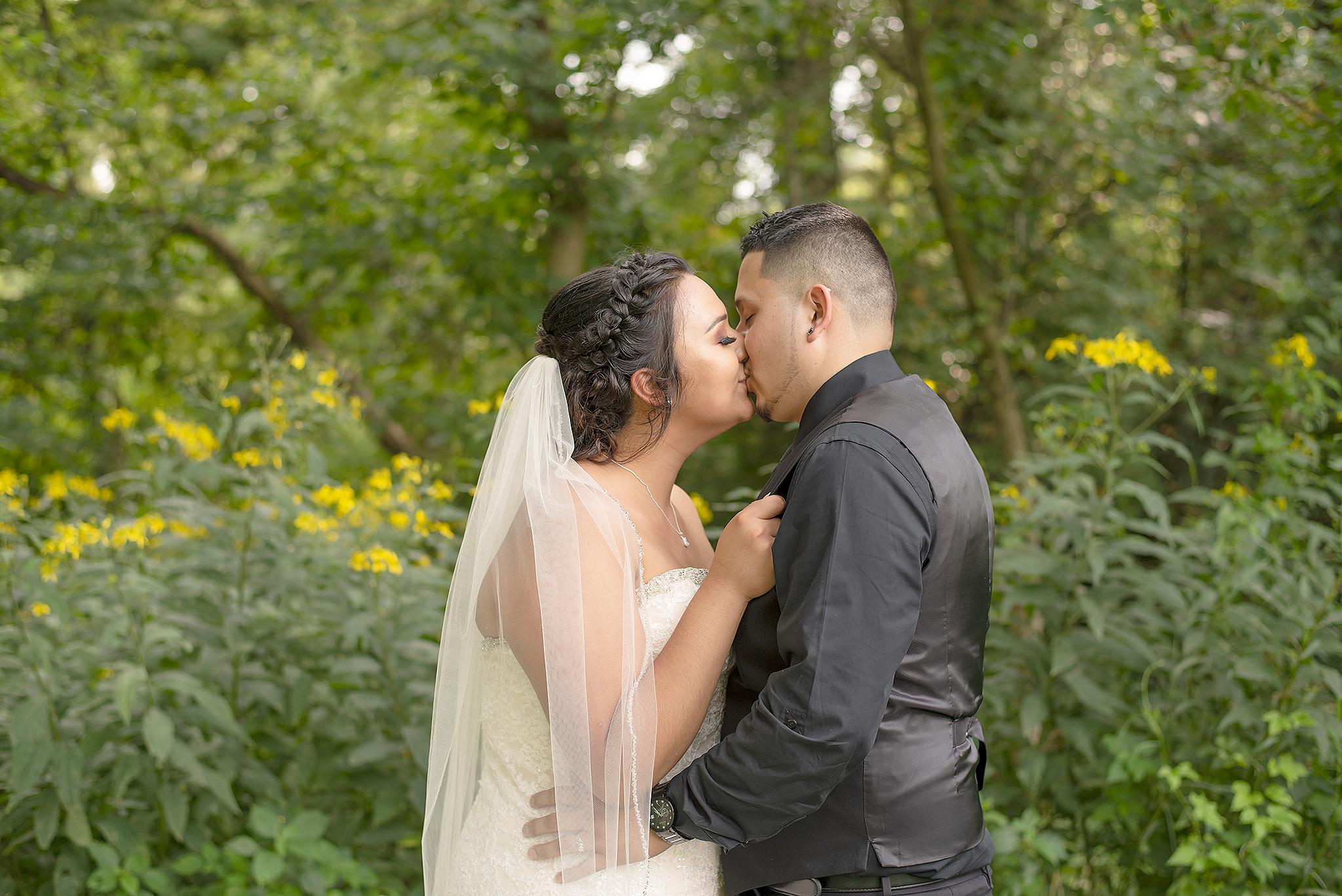 Lindsay-Adkins-Photography-Michigan-Wedding-Photographer-BernalBlog-16