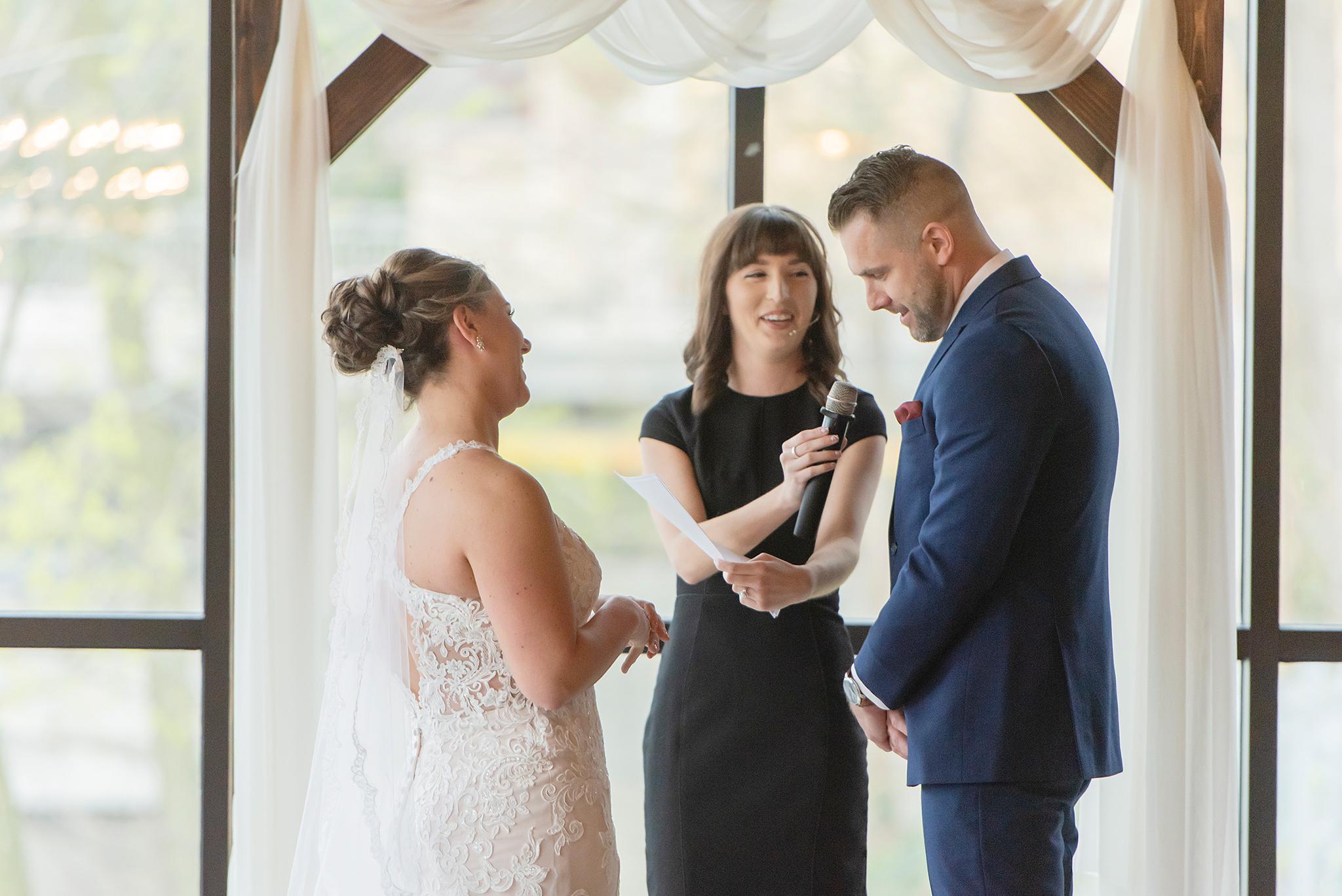 LINDSAY-ADKINS-PHOTOGRAPHY-MICHIGAN-WEDDING-PHOTOGRAPHER-FRANKENMUTH-BREWERY-WEDDING-MICHIGAN-BLOG-22