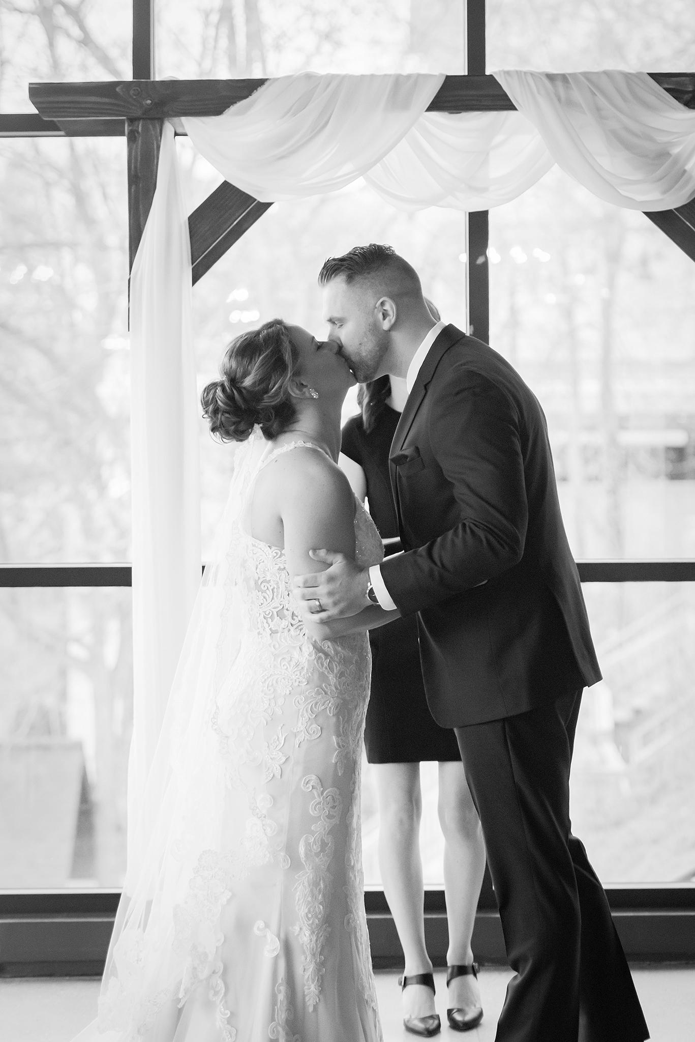 LINDSAY-ADKINS-PHOTOGRAPHY-MICHIGAN-WEDDING-PHOTOGRAPHER-FRANKENMUTH-BREWERY-WEDDING-MICHIGAN-BLOG-26
