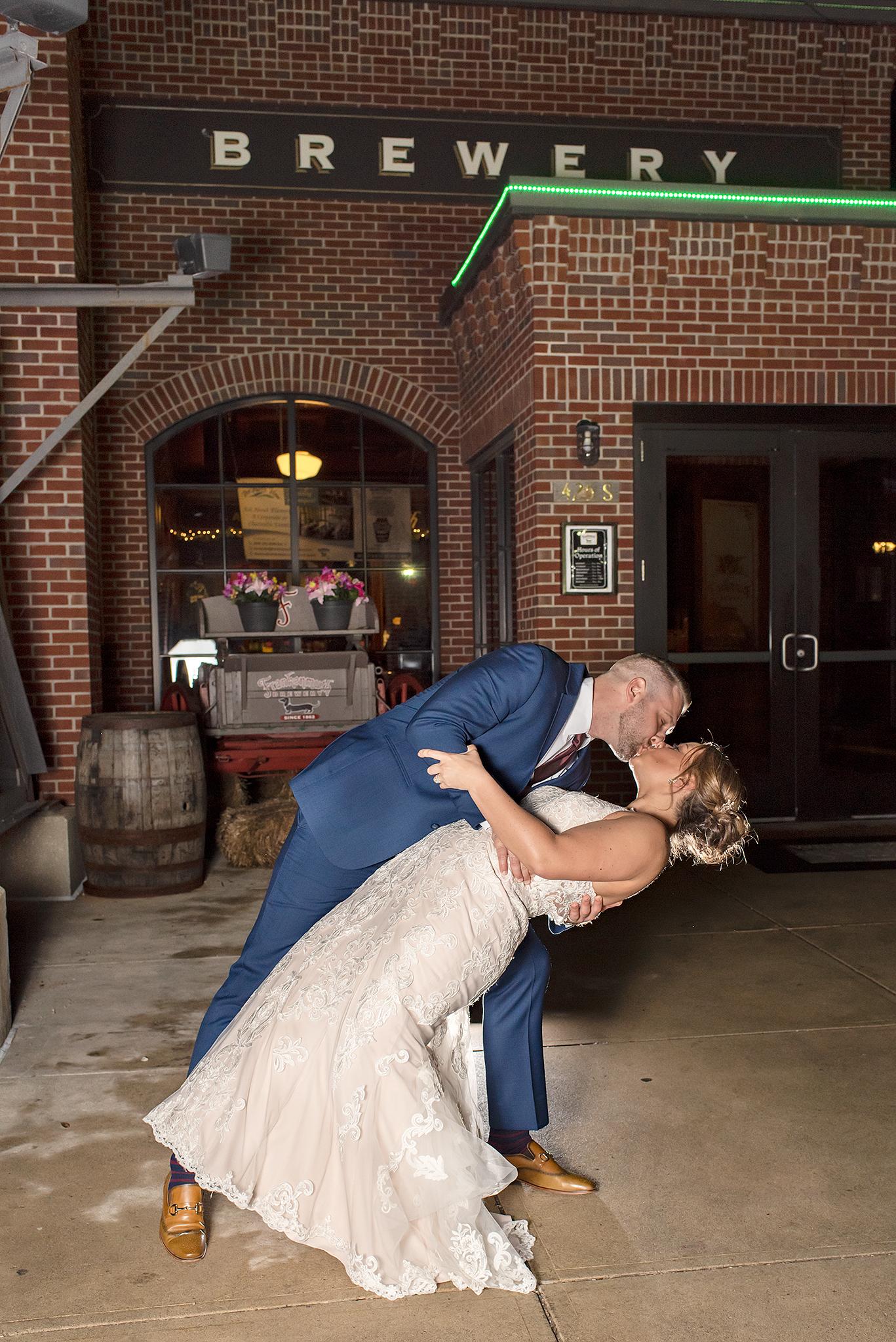 LINDSAY-ADKINS-PHOTOGRAPHY-MICHIGAN-WEDDING-PHOTOGRAPHER-FRANKENMUTH-BREWERY-WEDDING-MICHIGAN-BLOG-34