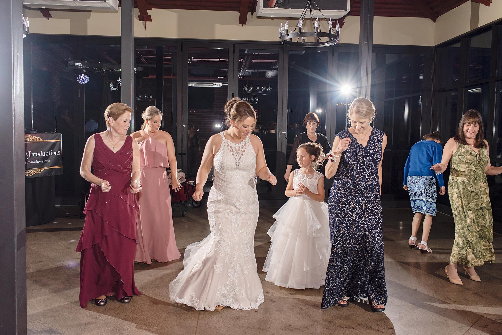 LINDSAY-ADKINS-PHOTOGRAPHY-MICHIGAN-WEDDING-PHOTOGRAPHER-FRANKENMUTH-BREWERY-WEDDING-MICHIGAN-BLOG-35