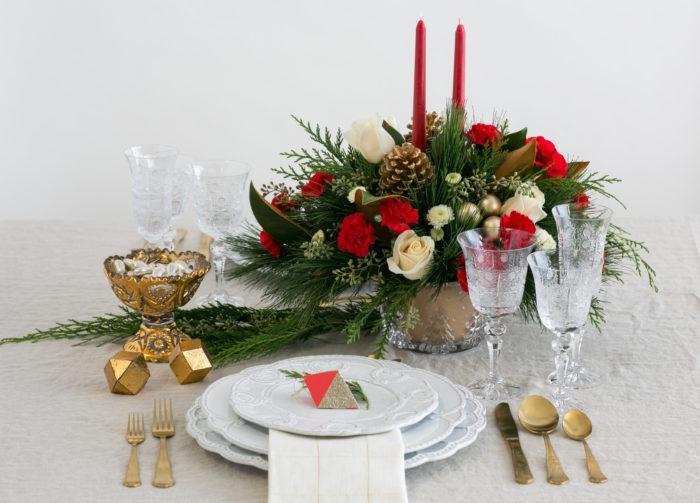 Teleflora Christmas 2019.Teleflora Christmas Arrangements Brighten Your Tablescape