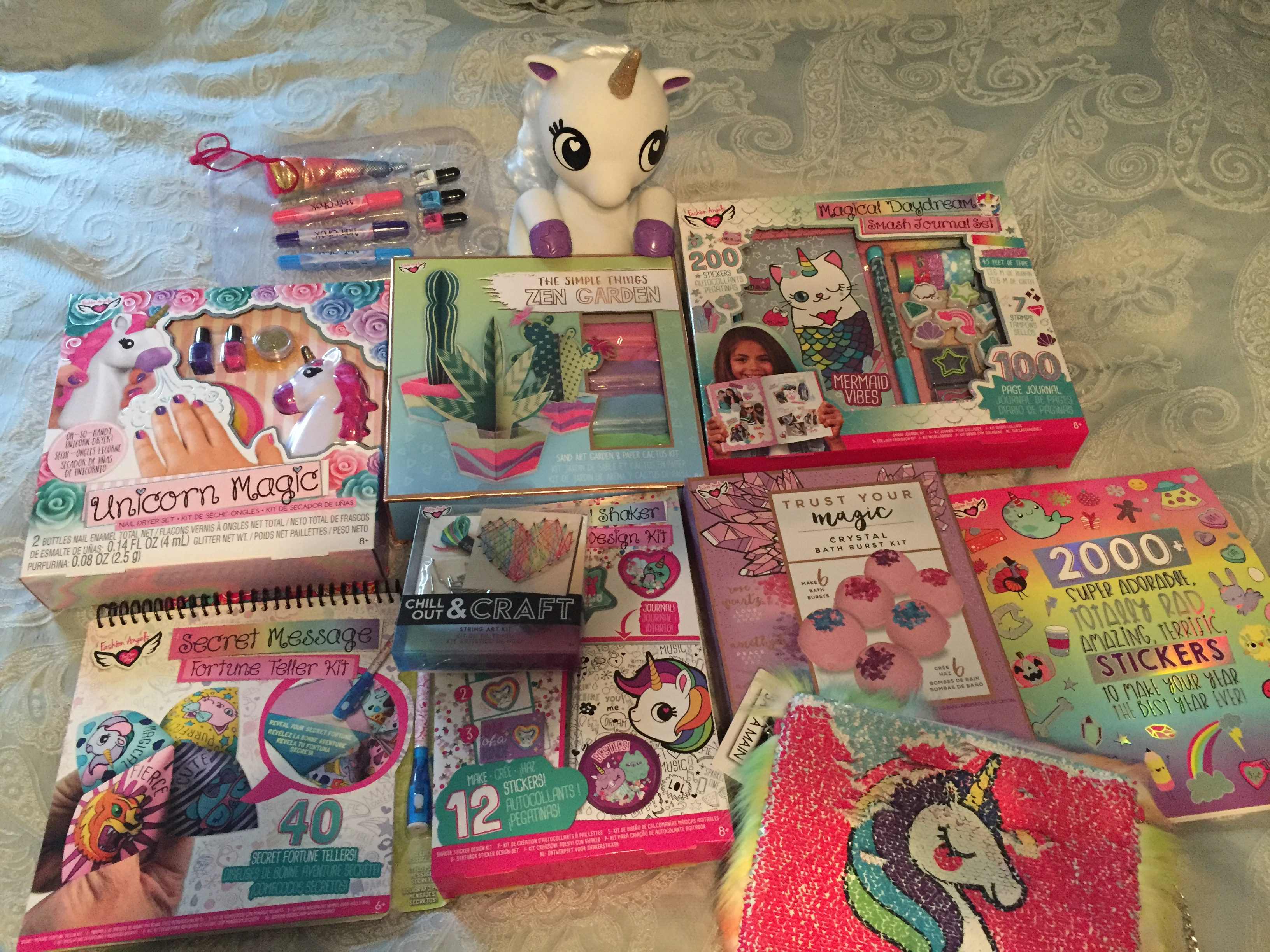 Get Dazzling Craft Kits This Christmas Megachristmas18 It S Free At Last