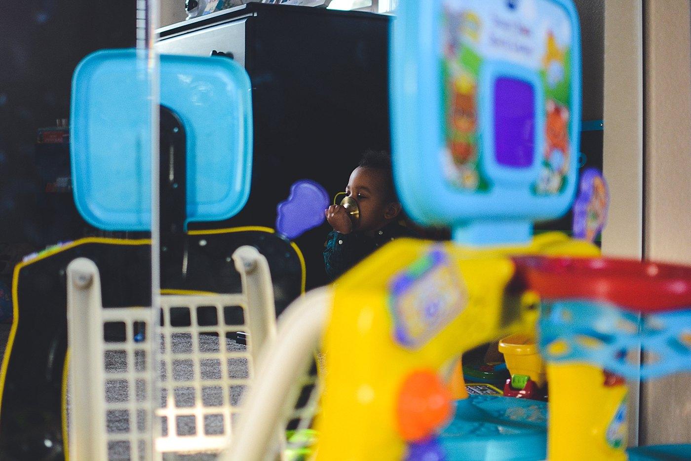 toddler boy playing redlands family photographer