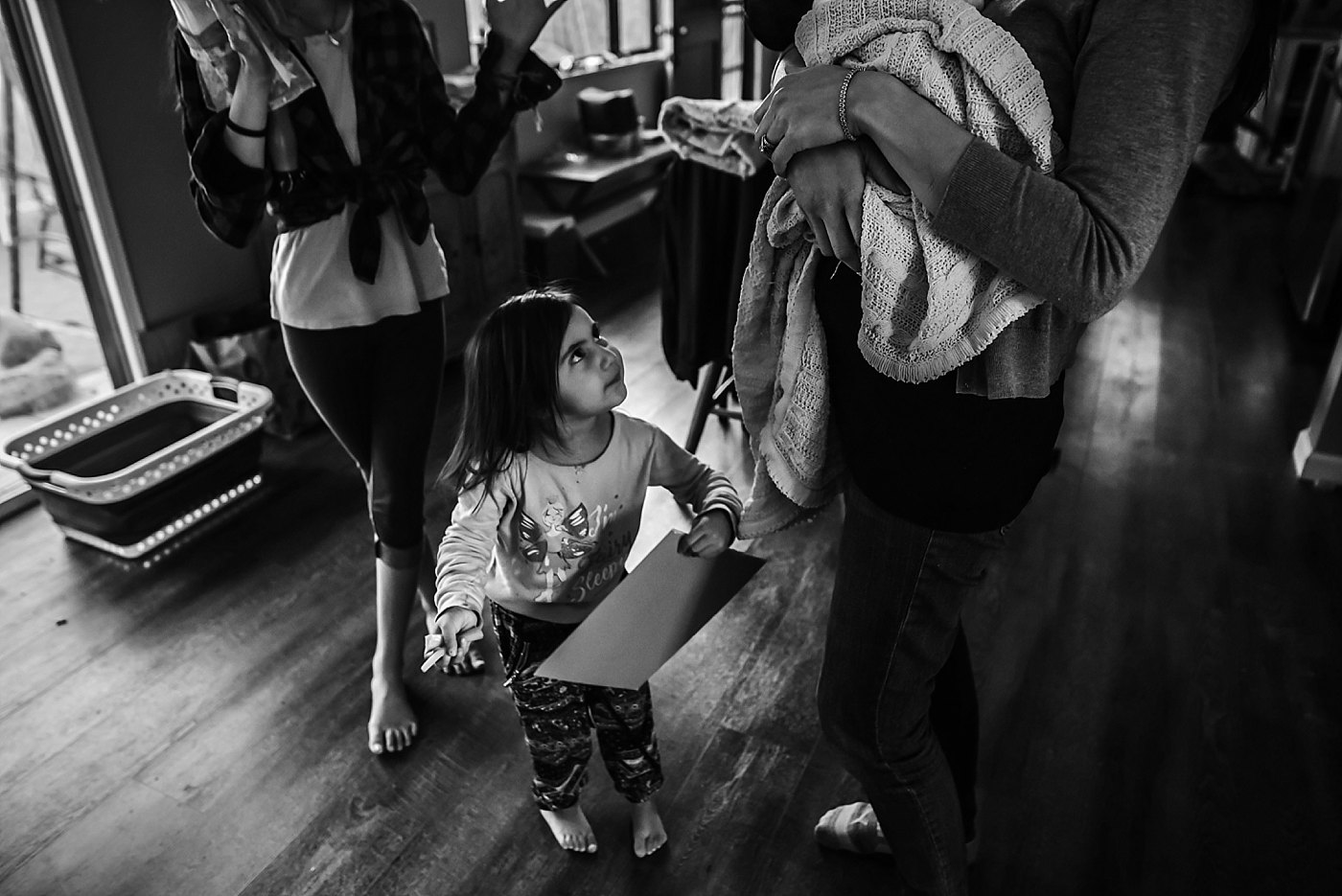 toddler at mamas feet redlands family photographer