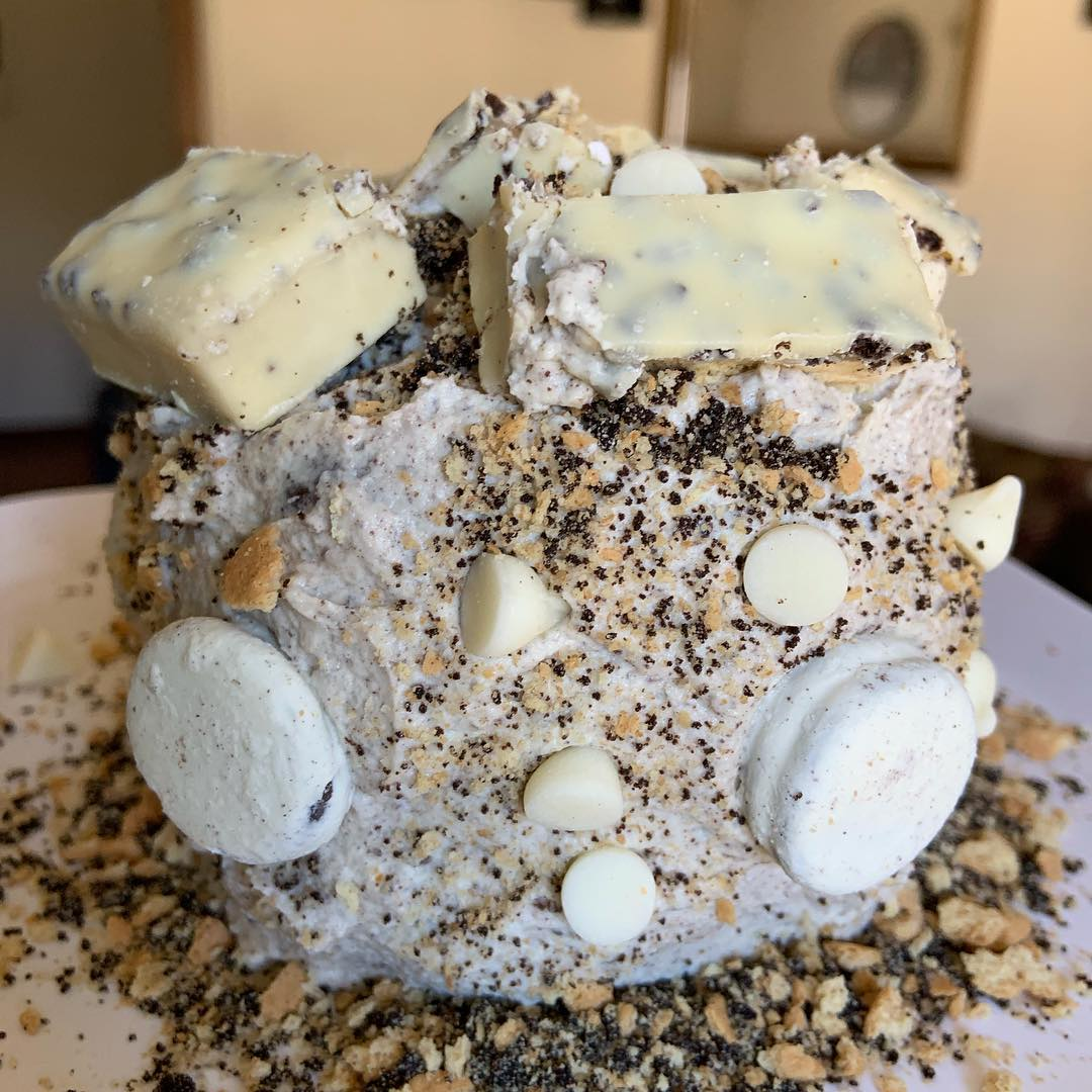 White Chocolate Cookie bar Cookies n Cream Protein Cake