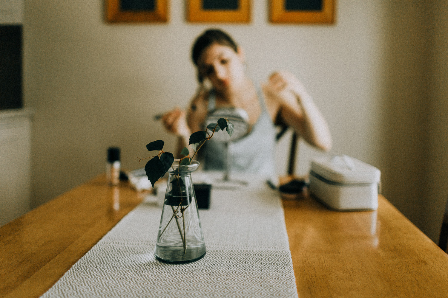 Image of bride gets ready at home