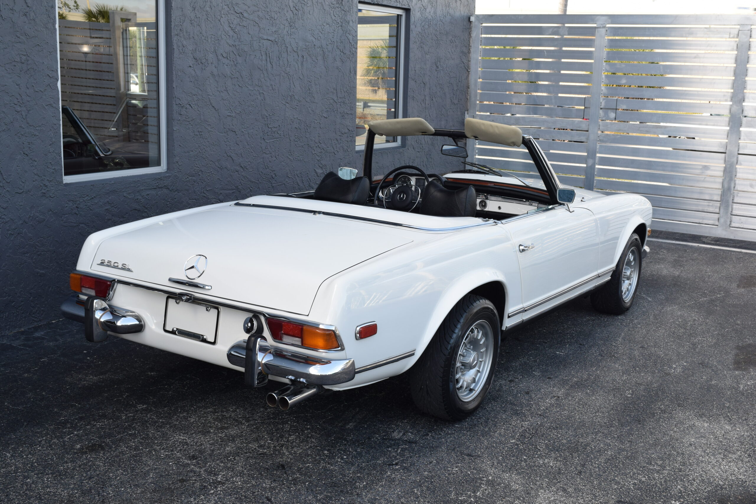 """1968 Mercedes 250 SL """"Pagoda"""", 4-Speed manual, AC and Power Steering, unrestored in amazing time capsule condition"""