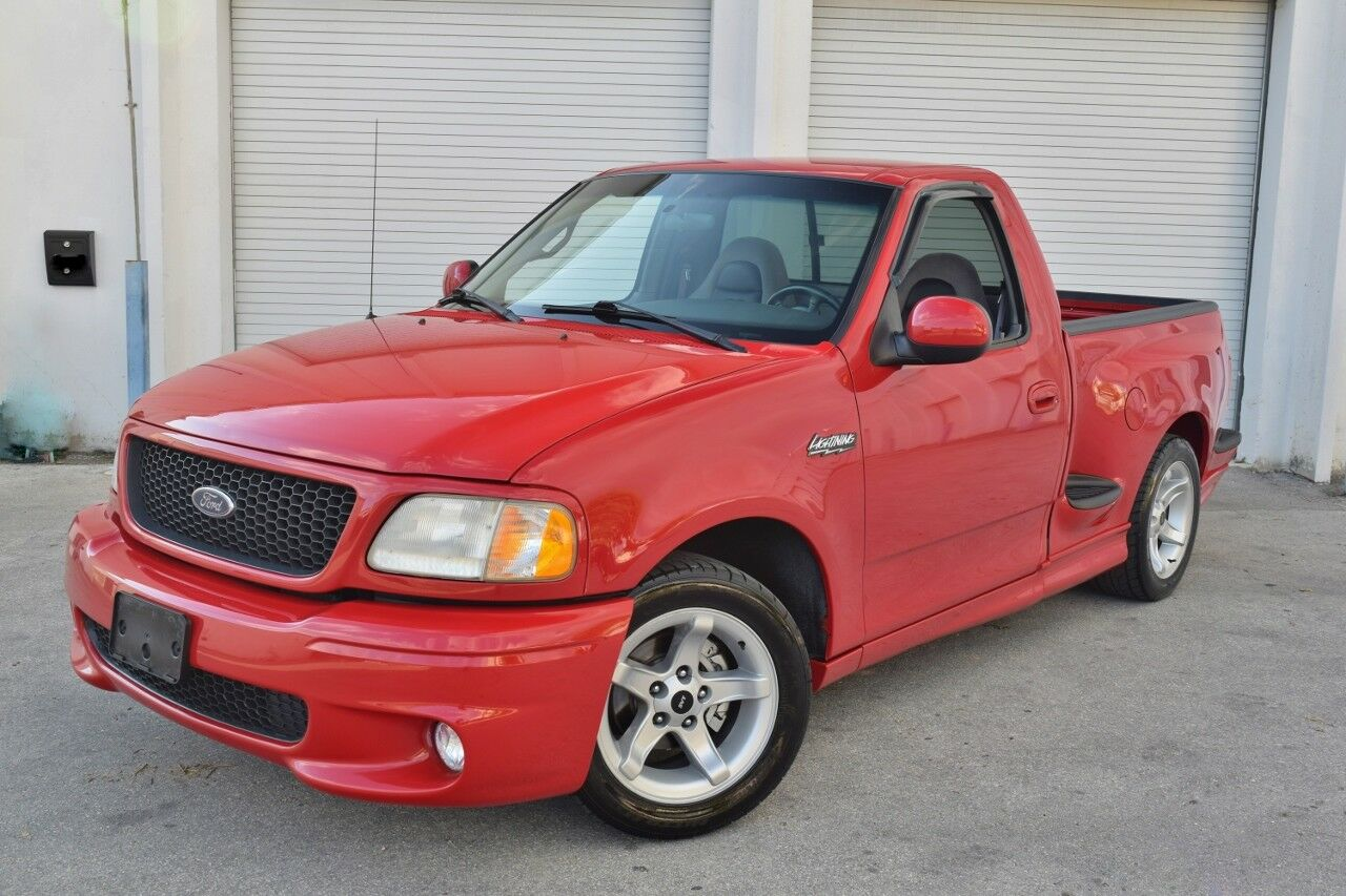 2000 Ford F-150 SVT LIGHTNING ONLY 42,000 MILES / GARAGED / LIKE NEW / PERFECT UNDERNEATH/ FRESHLY SERVICED