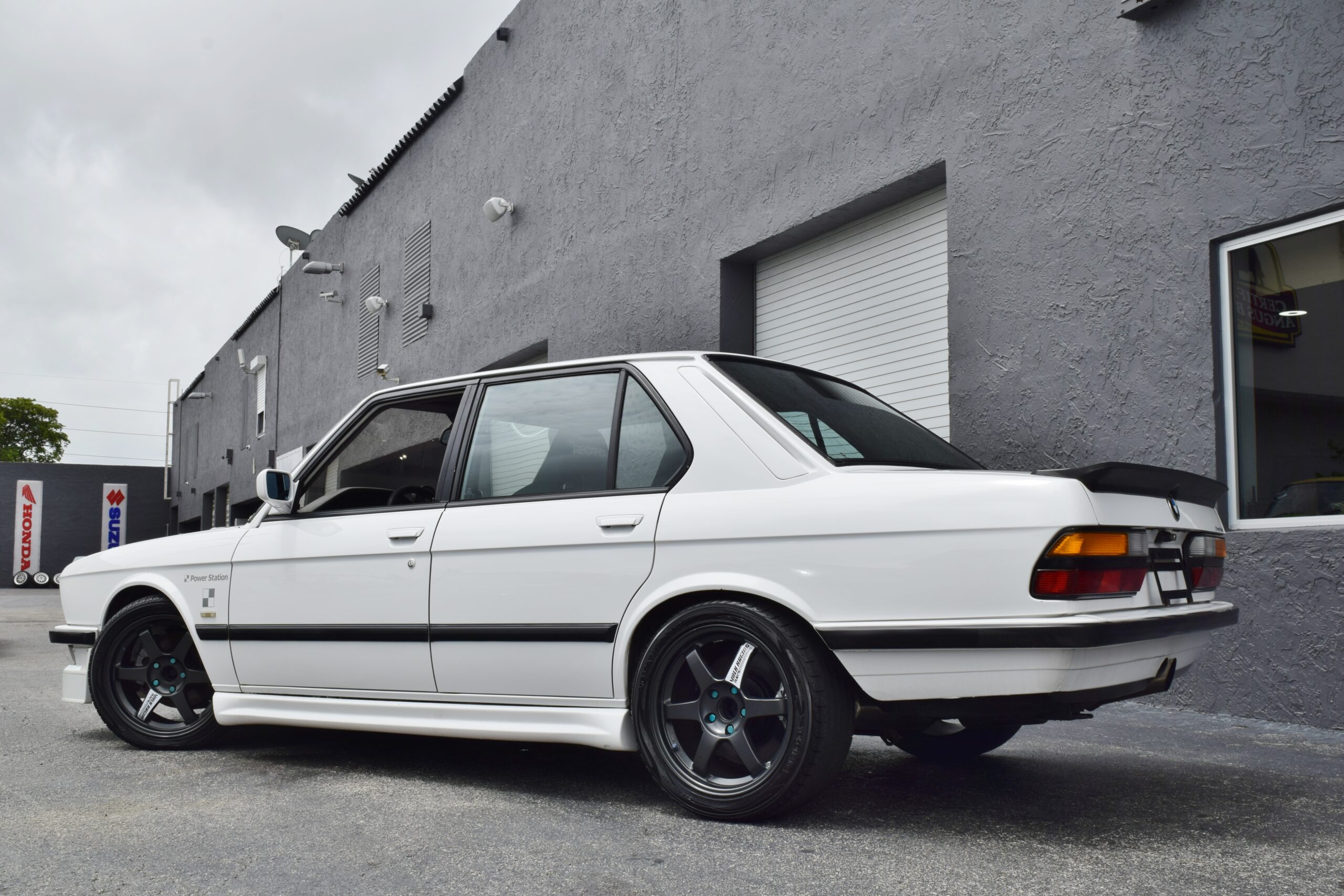 1986 BMW 5-Series E28 HKS TWIN TURBO Built M20 HKS Twin Turbo-5 Speed-MOTEC-Bilstein Suspension-Recaro Seats-Slicktop