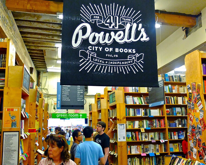 Cute, Local Bookstores To Check Out For Valentine's Day