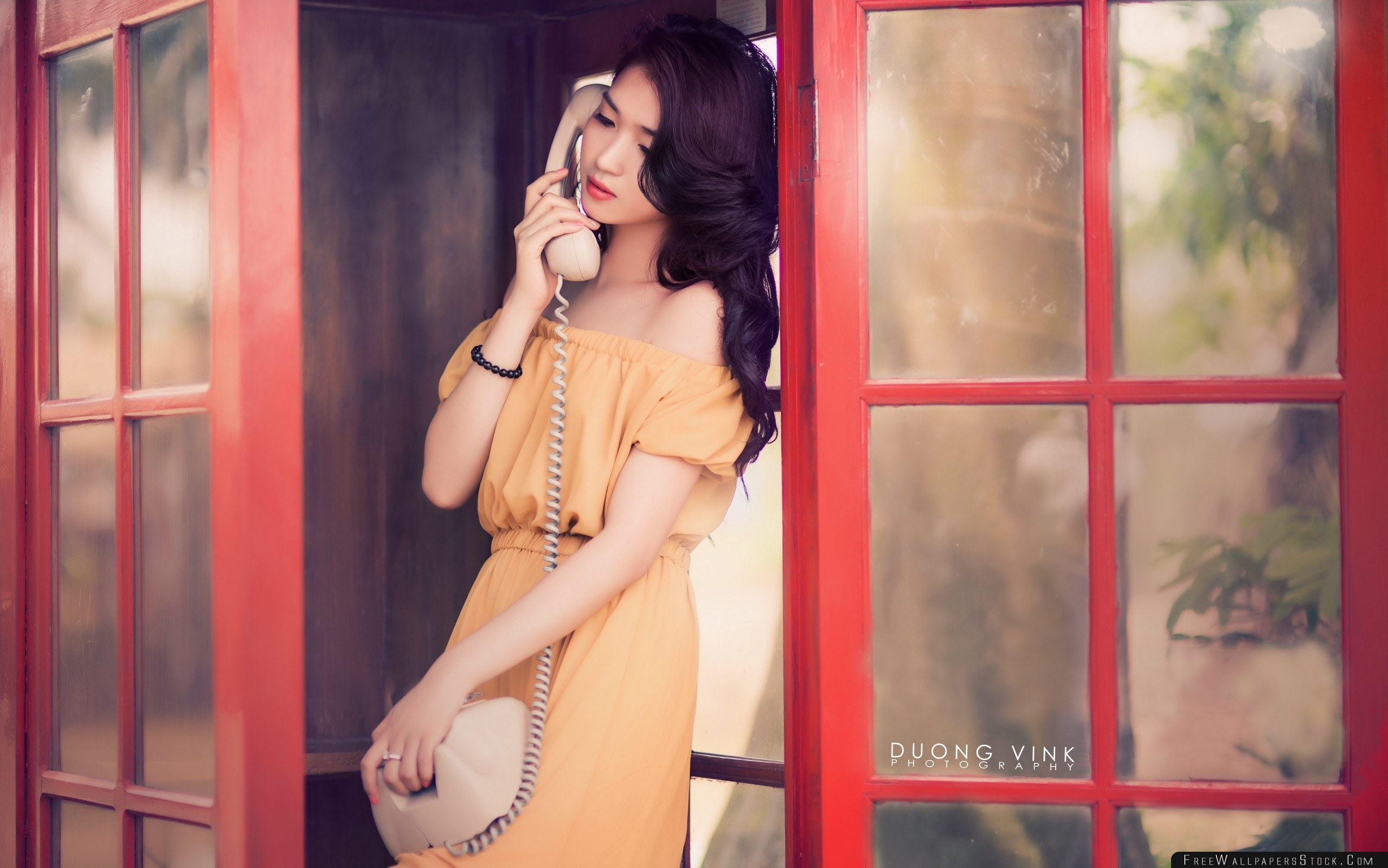 Download Free Wallpaper Asian Telephone Box Dress