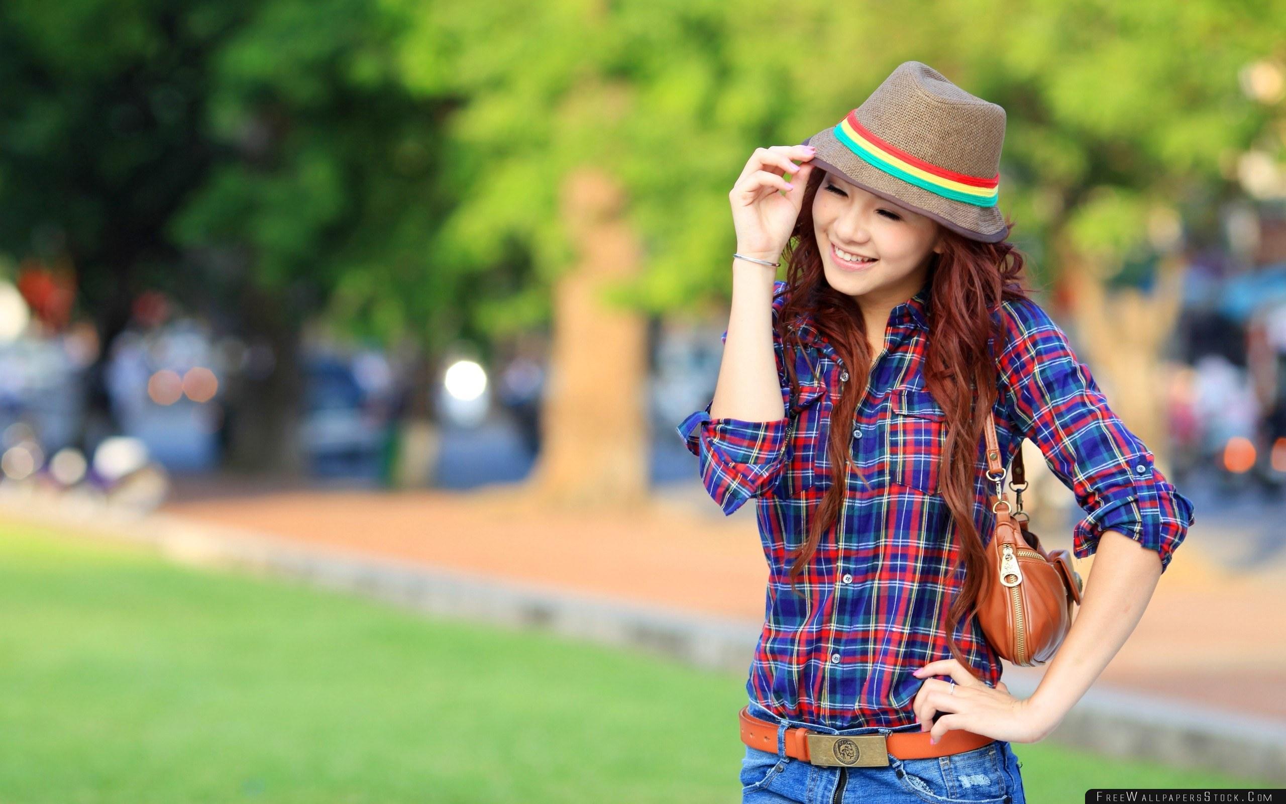 Download Free Wallpaper Brunette Asian Hat Smile Street Walk