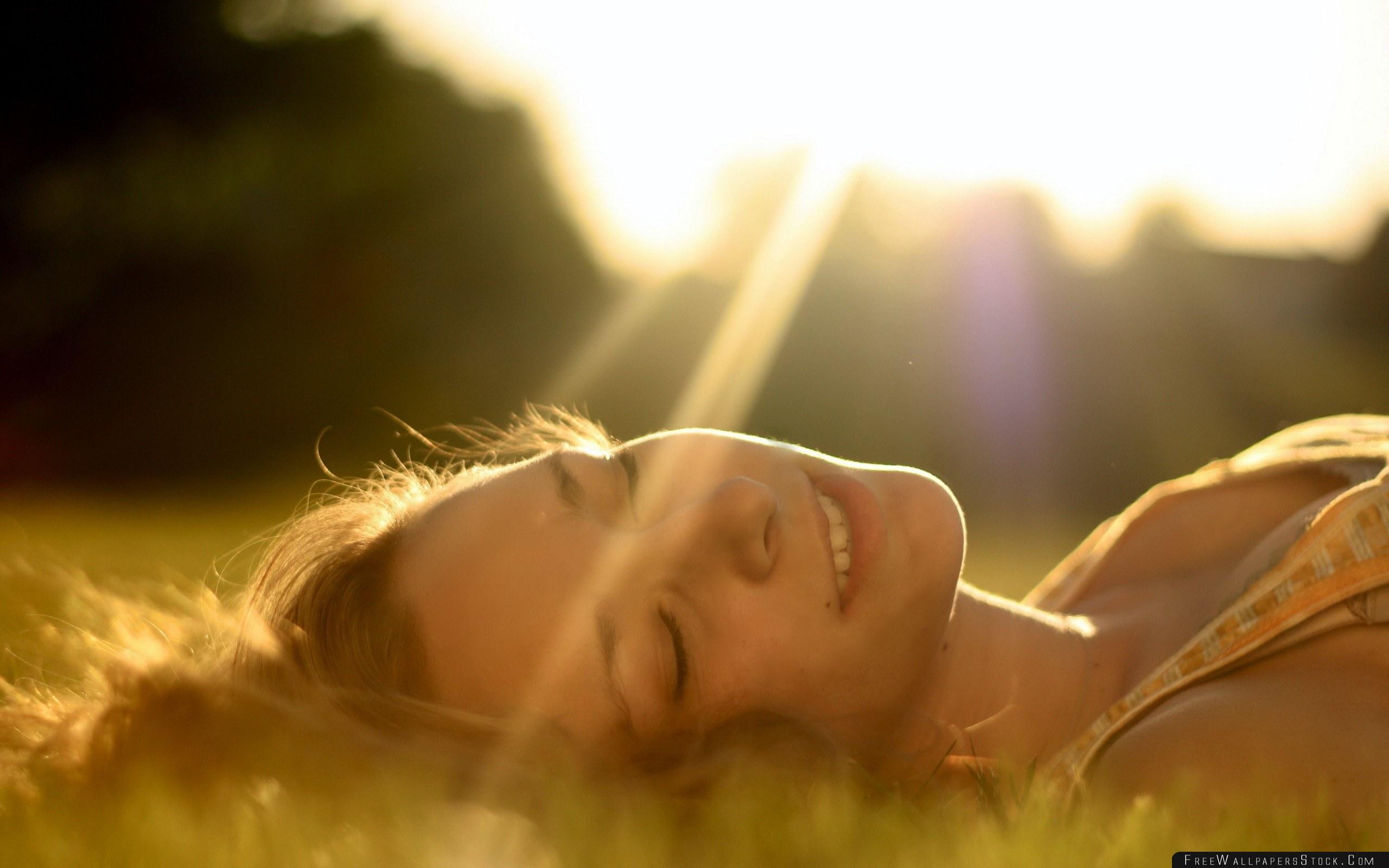 Download Free Wallpaper Brunette Face Grass Light Lying