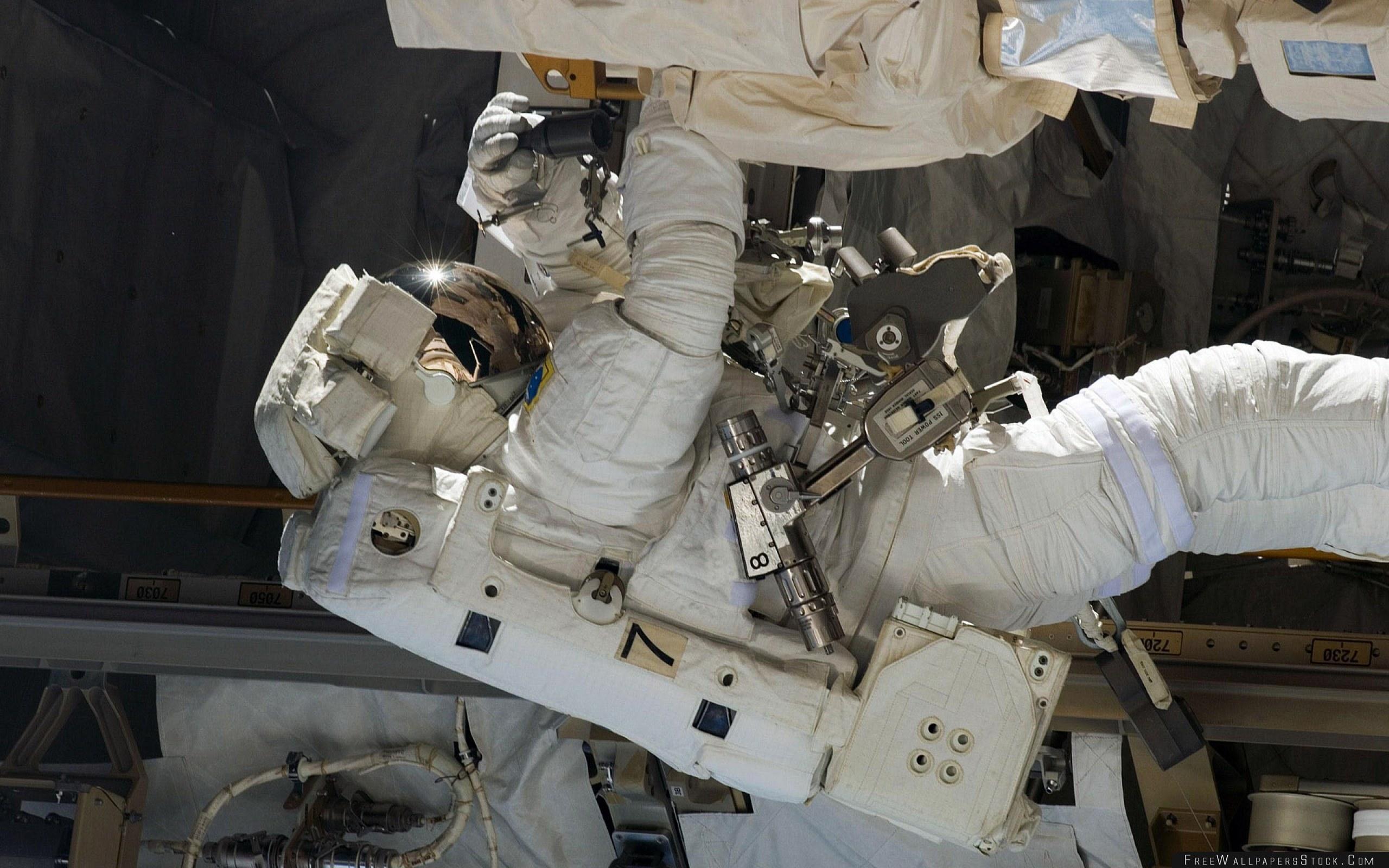 Download Free Wallpaper Cosmonaut Survival Suit Ship Case Repair Equipment