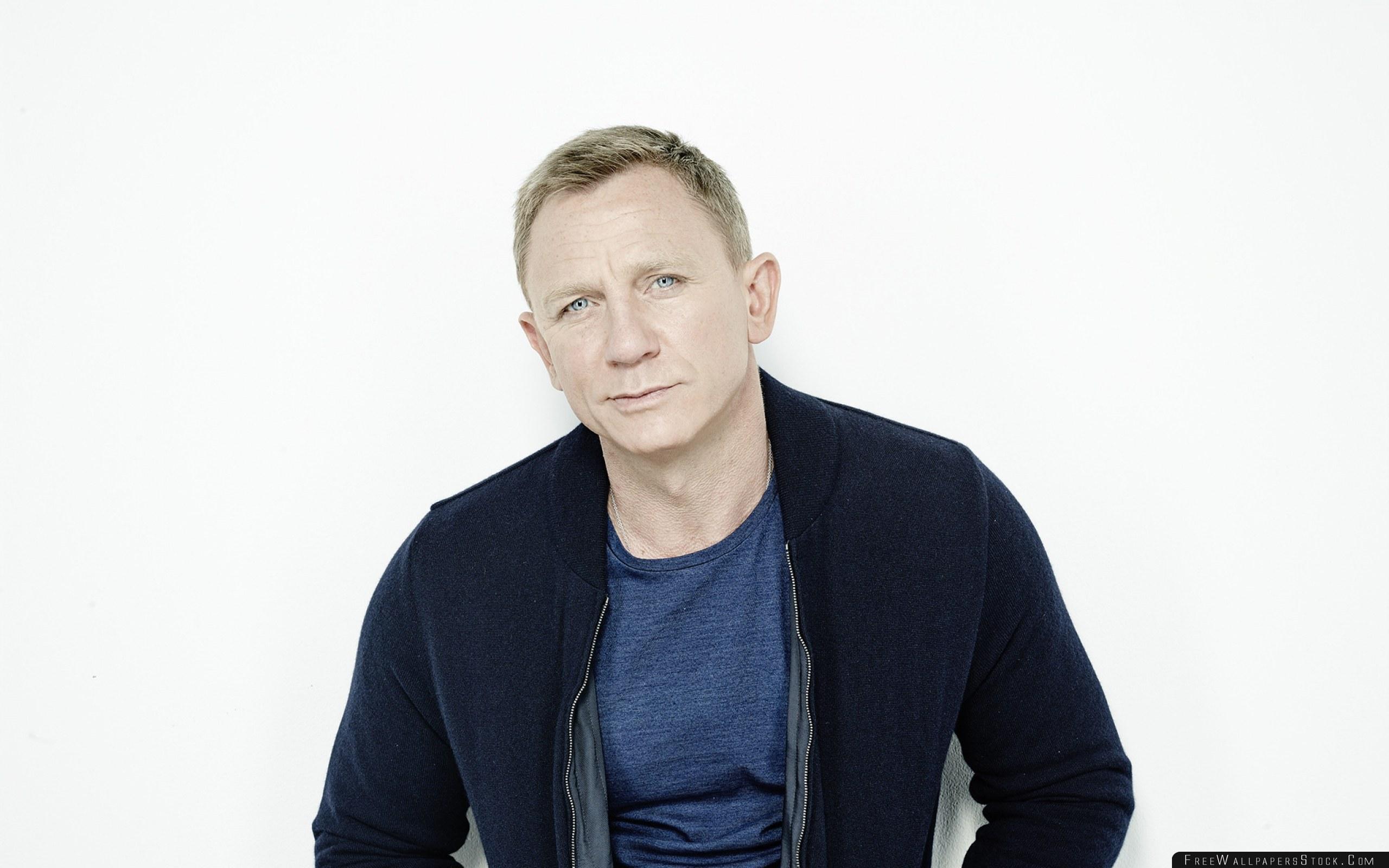 Download Free Wallpaper Daniel Craig Actor Jacket Photo Shoot