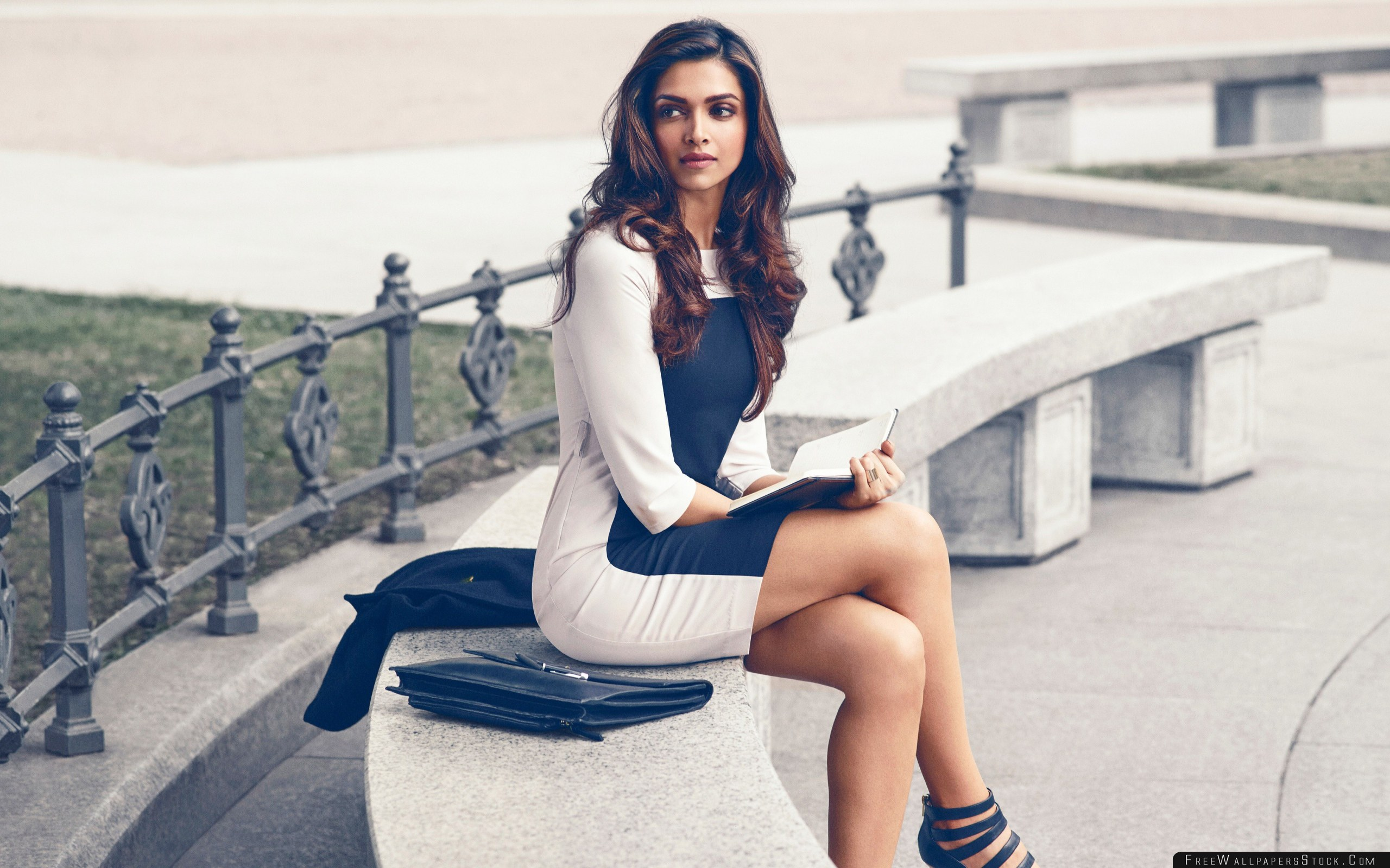 Download Free Wallpaper Deepika Padukone Bollywood Celebrities Girls Dress Book Photos Style