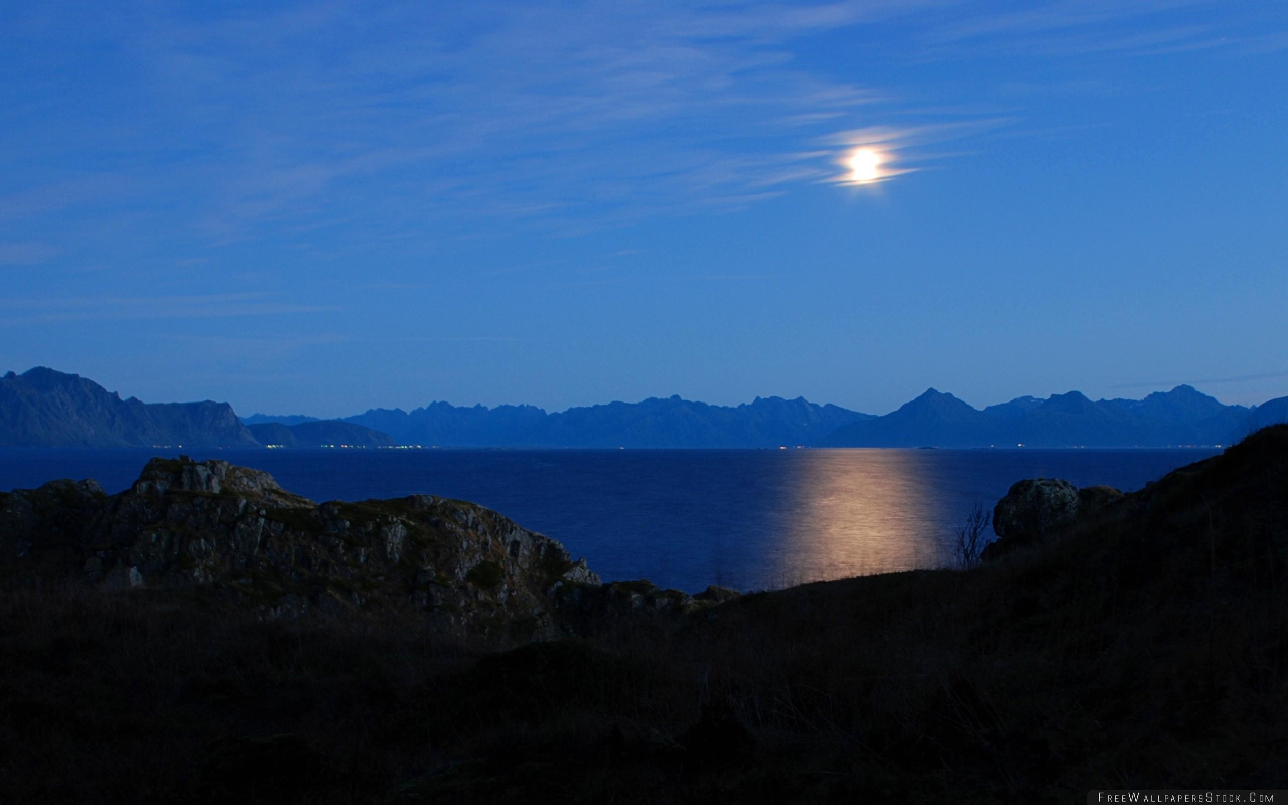 Download Free Wallpaper Moon Sky Mountains Horizon