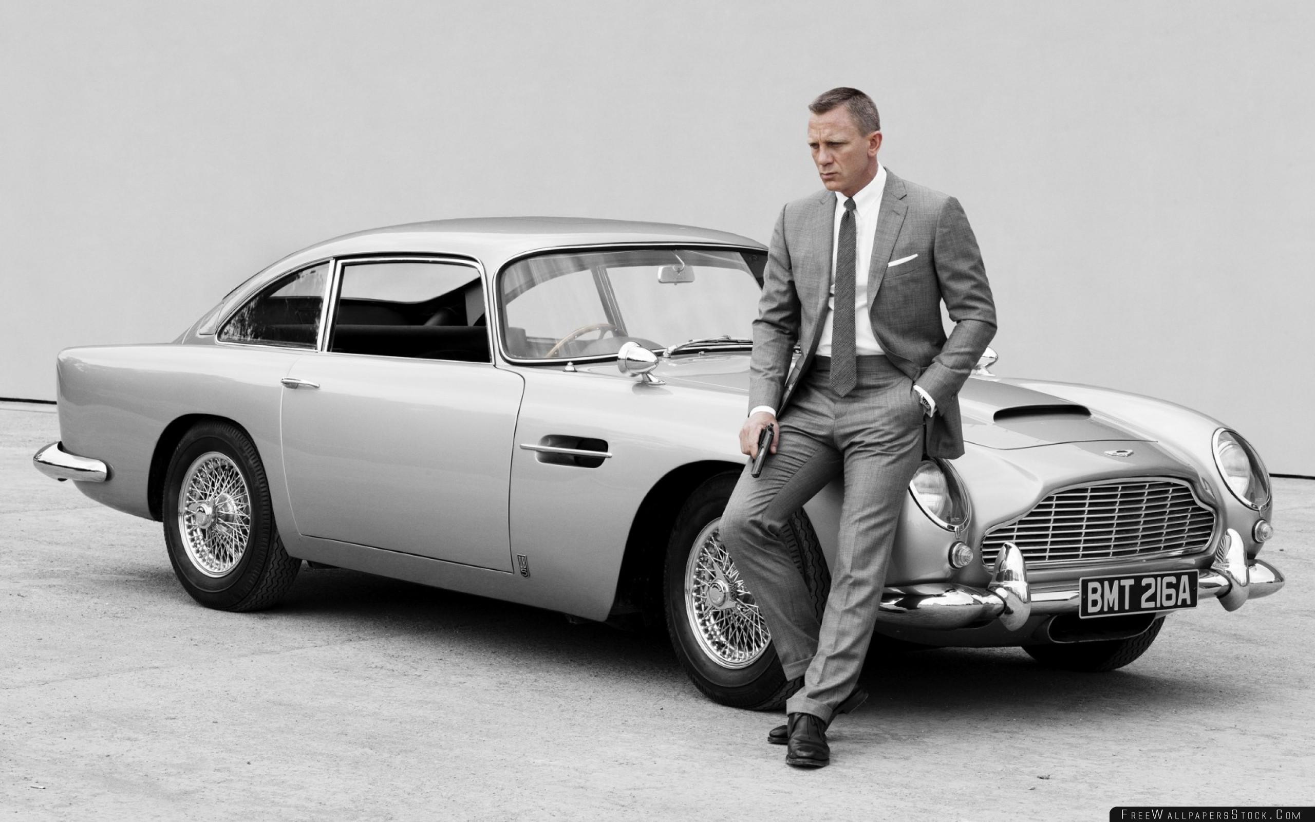 Download Free Wallpaper Skyfall James Bond Daniel Craig Aston Martin