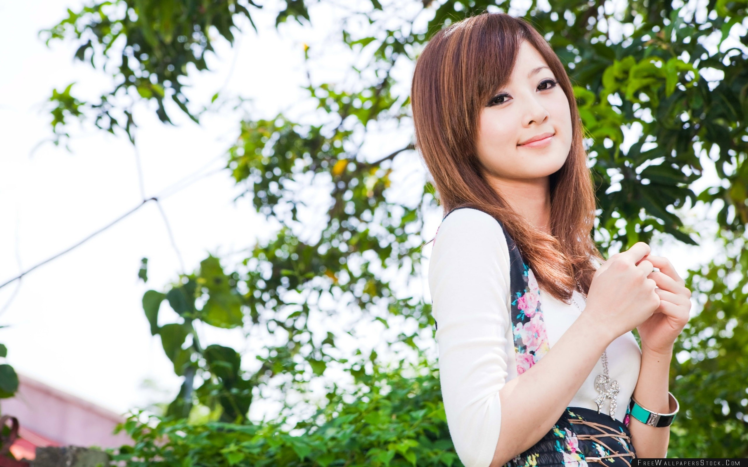 Download Free Wallpaper Smile Girl Brunette Asian