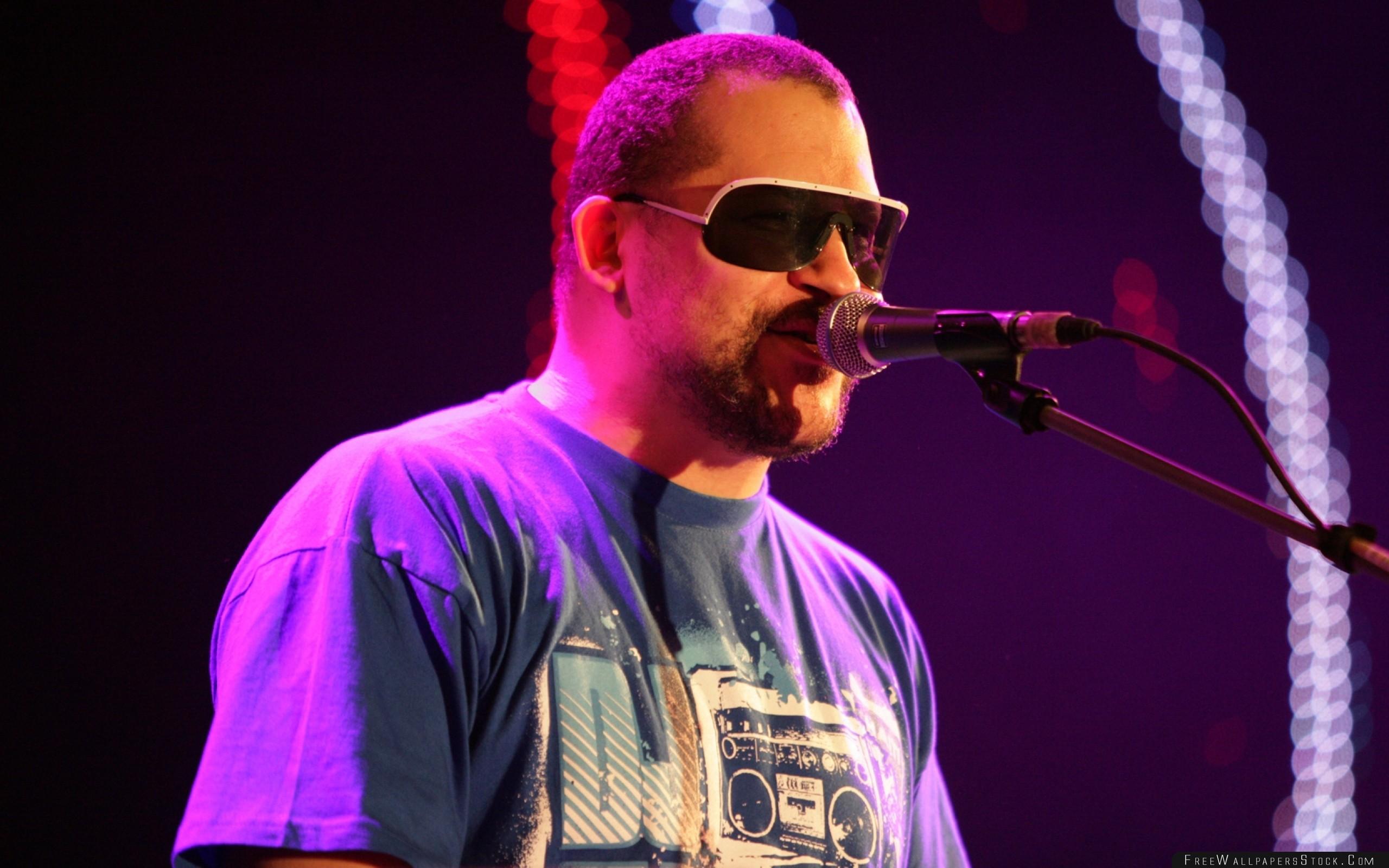 Download Free Wallpaper Torch Glasses   Shirt Microphone Bristle