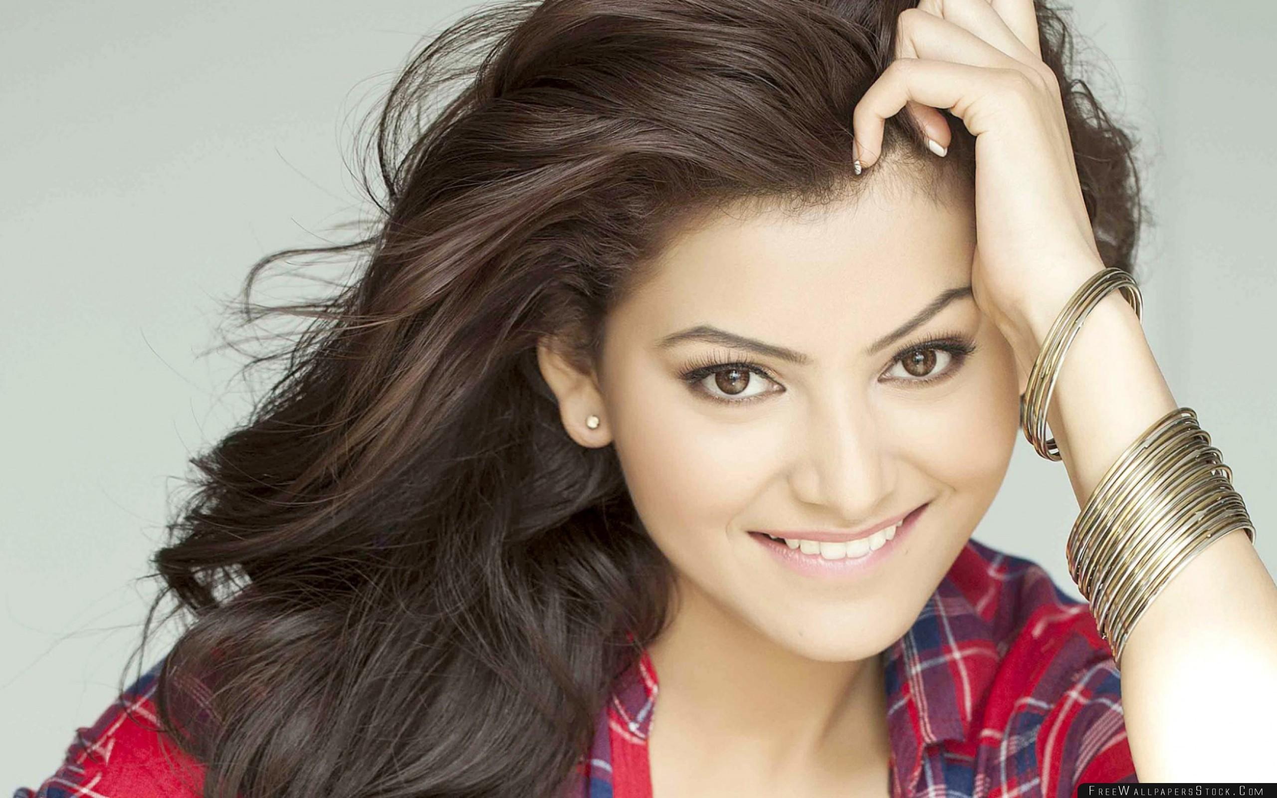 Download Free Wallpaper Urvashi Rautela Bollywood Actress India