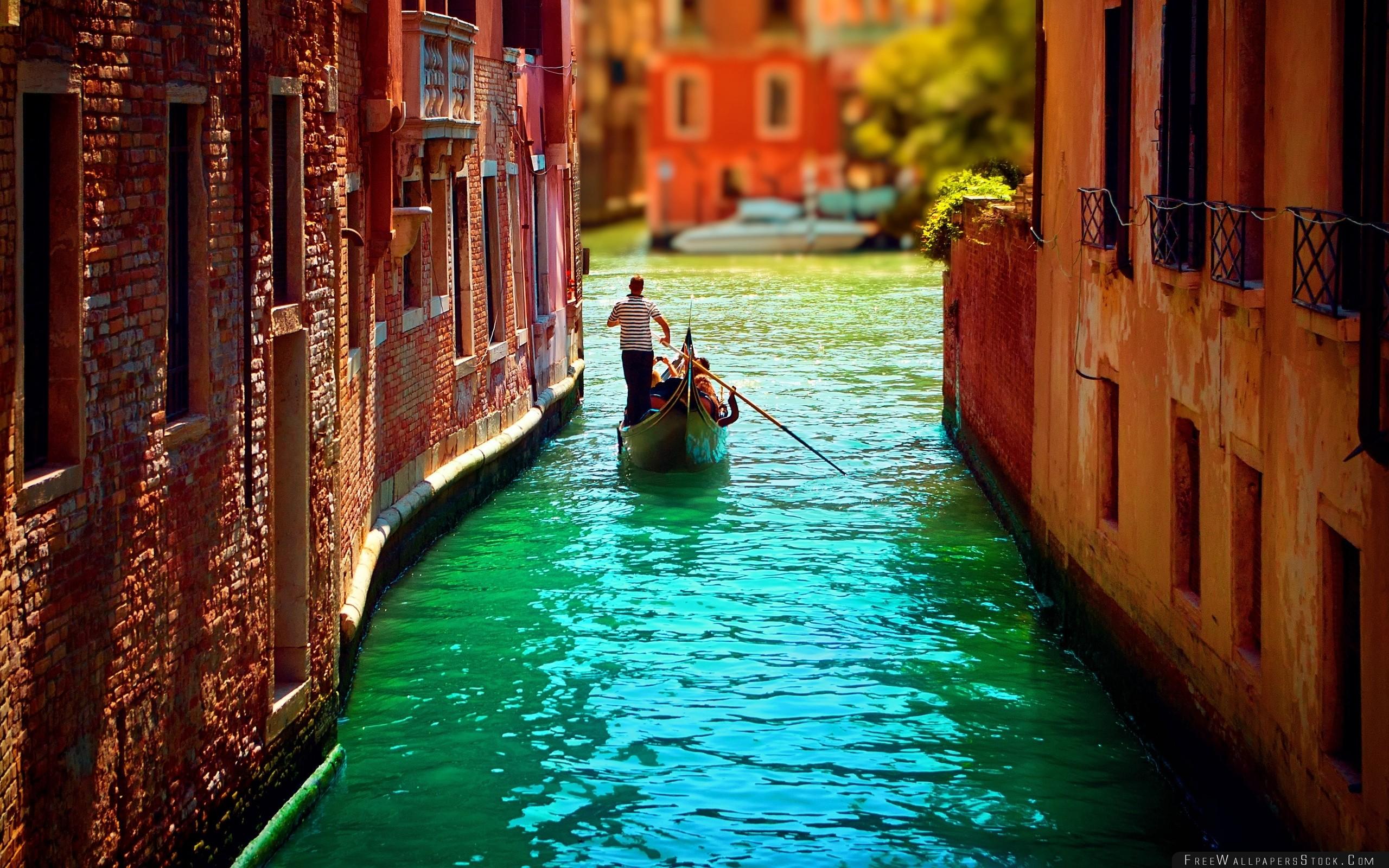Download Free Wallpaper Venice Boat Water People