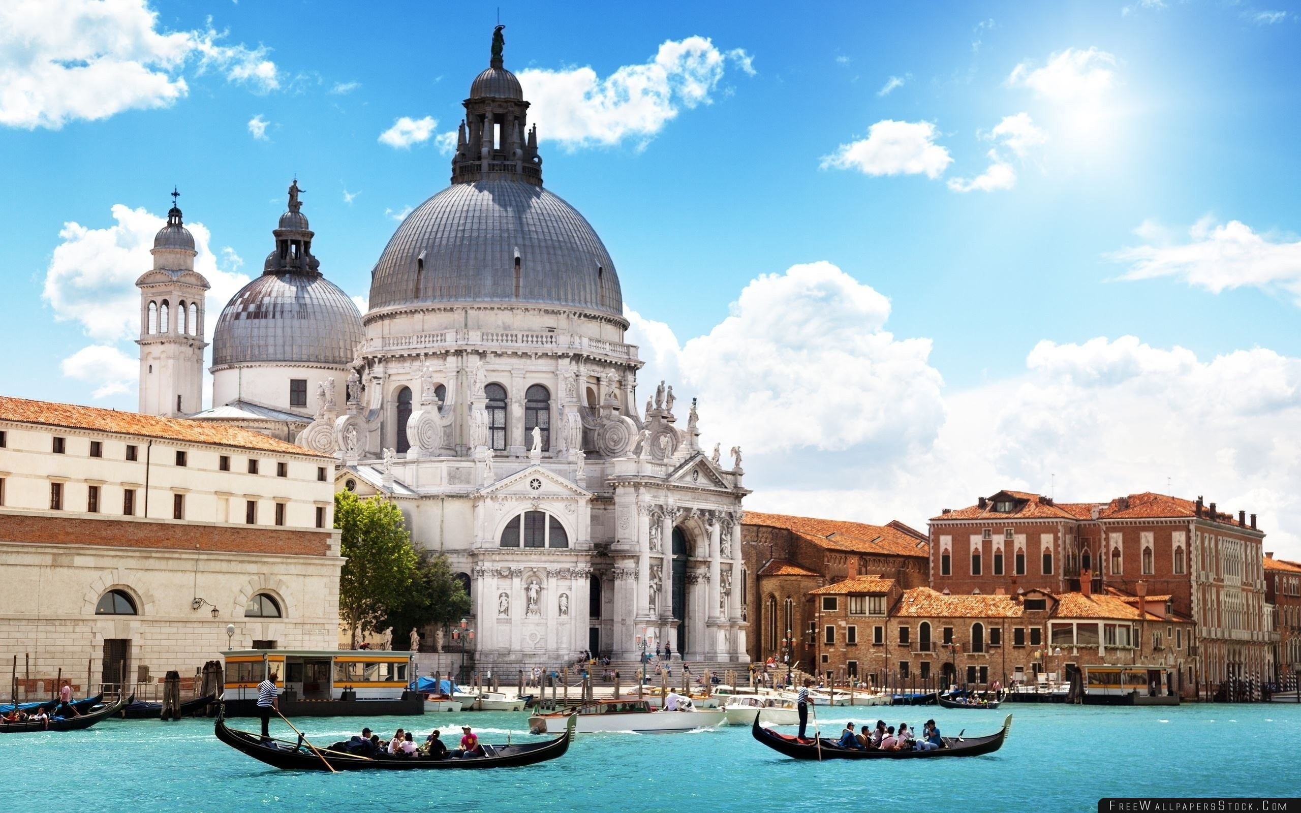 Download Free Wallpaper Venice Buildings River Gondola People