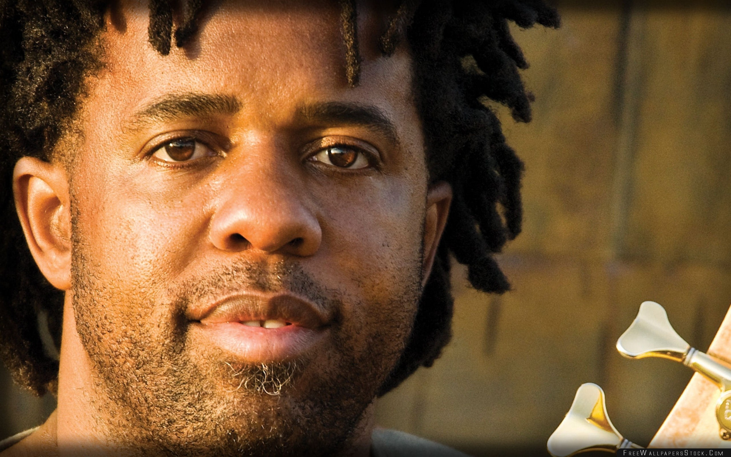 Download Free Wallpaper Victor Wooten Bristle Sunlight Eyes Dreadlocks