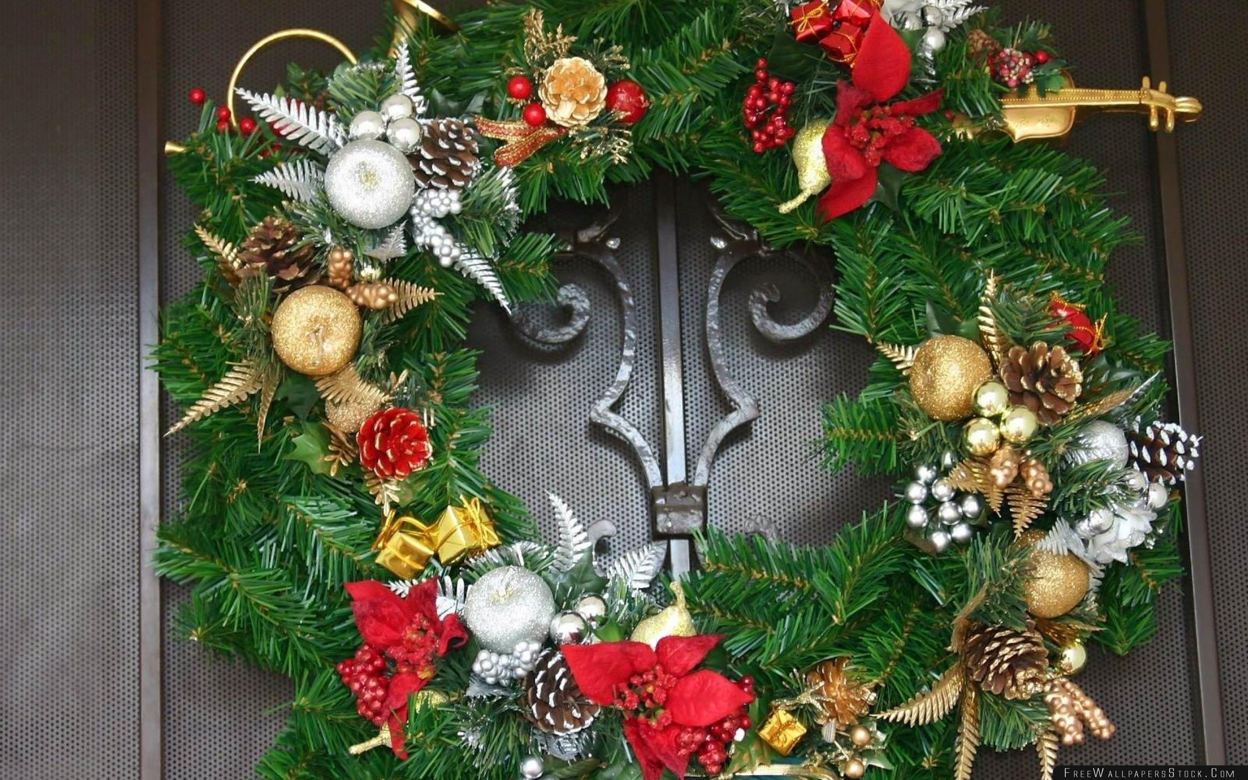 Download Free Wallpaper Wreath Pine Needles Flowers Decoration Door Holiday Christmas