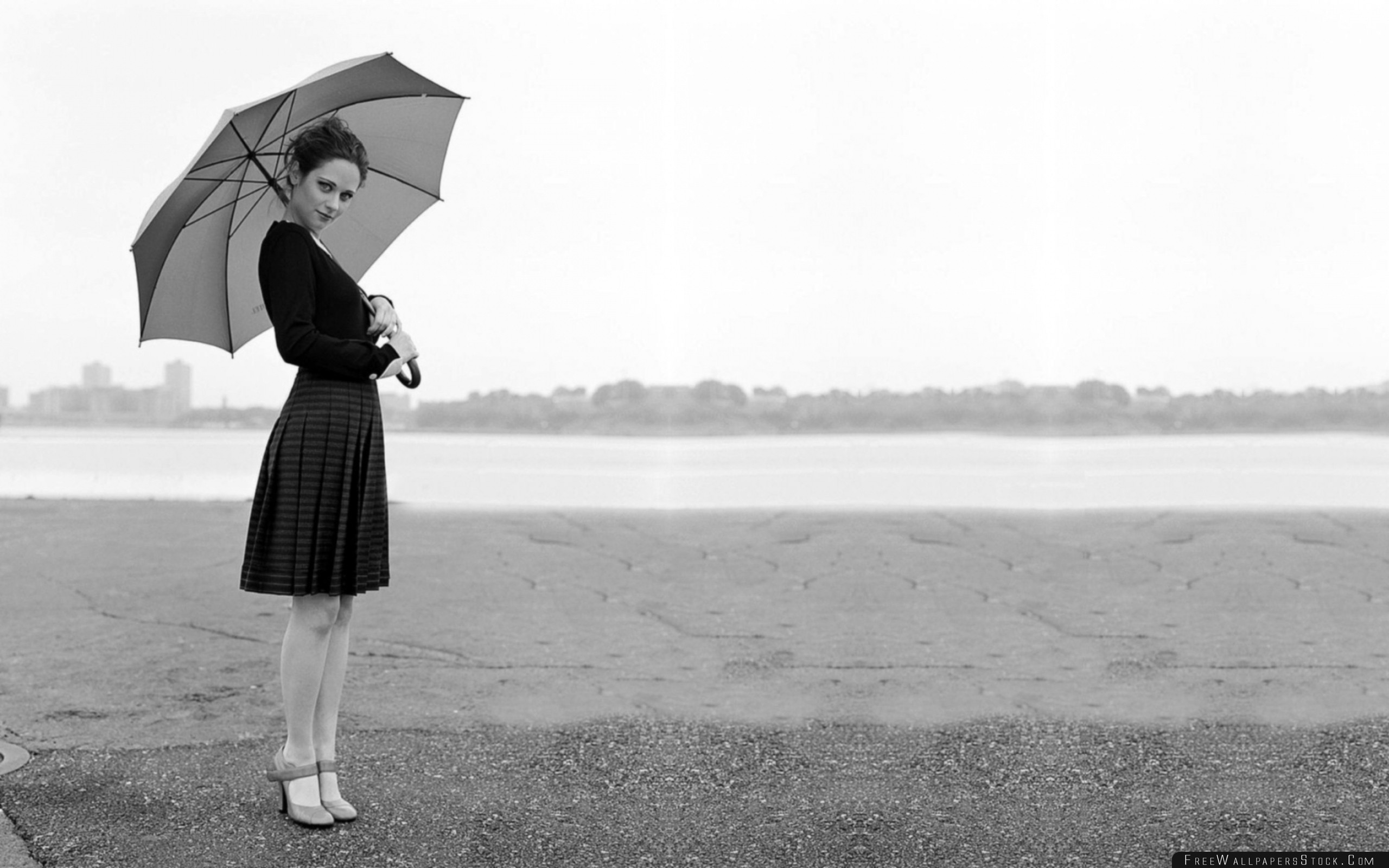 Download Free Wallpaper Zooey Deschanel Dress Brunette Umbrella Black White