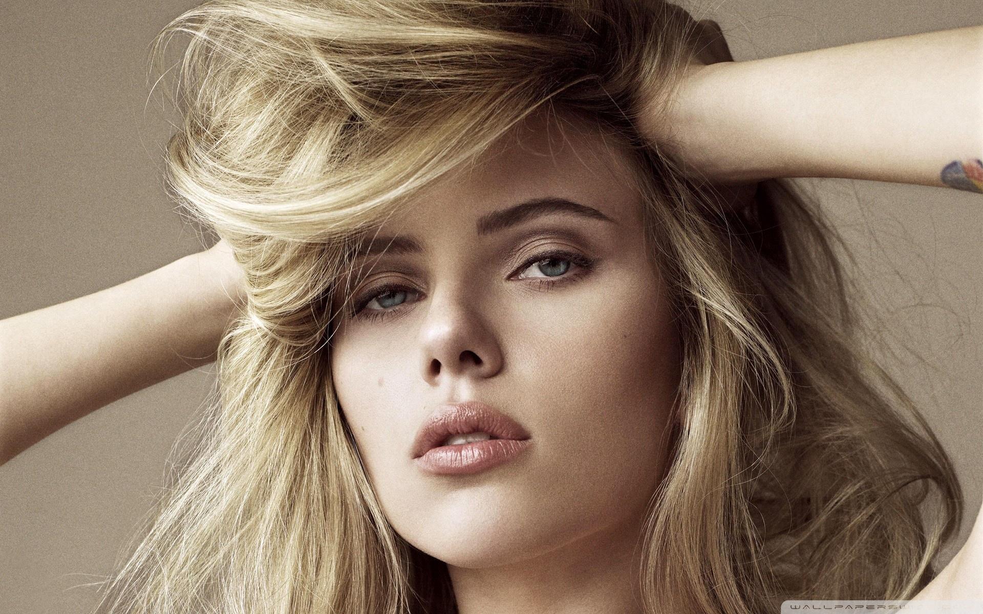 Download Free WallpaperScarlett Johansson Blonde Hair