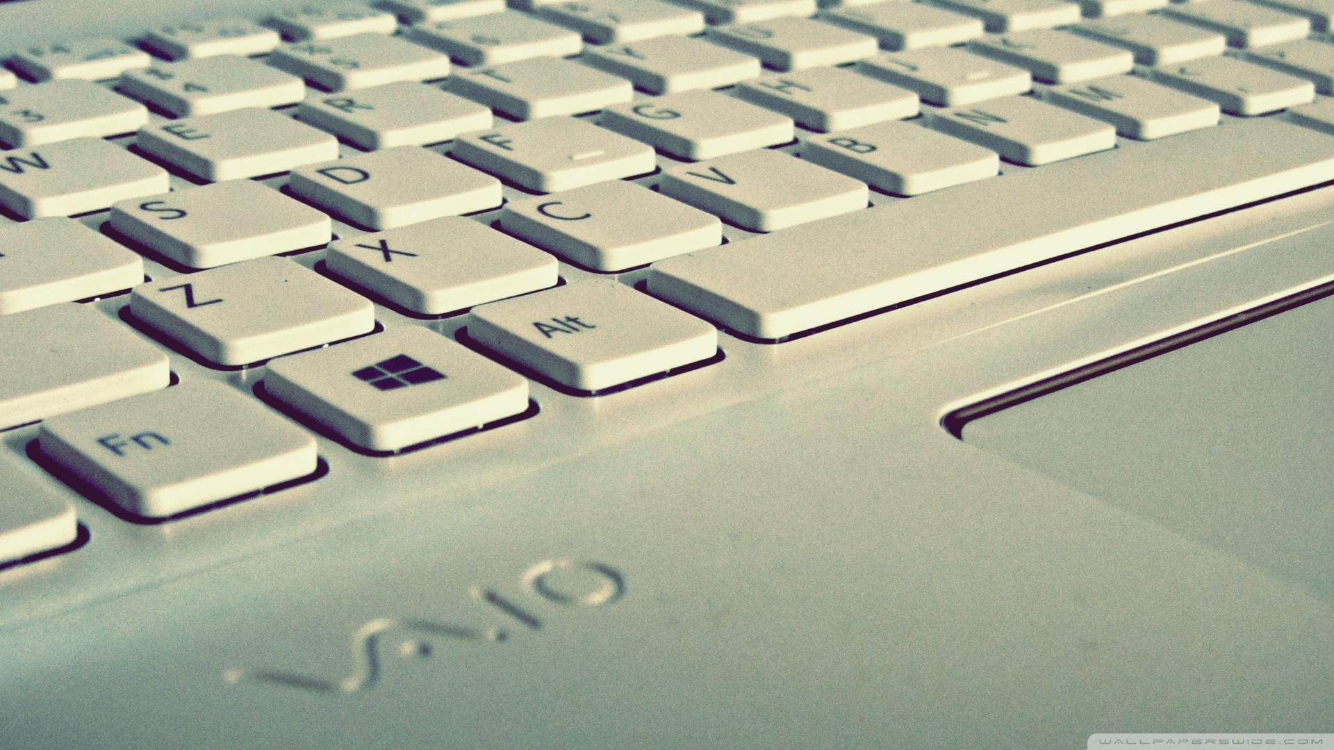 Download Free WallpaperWhite Keyboard