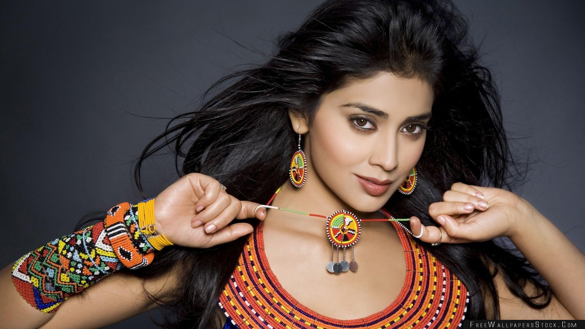 Download Free Wallpaper Shriya Saran Actress