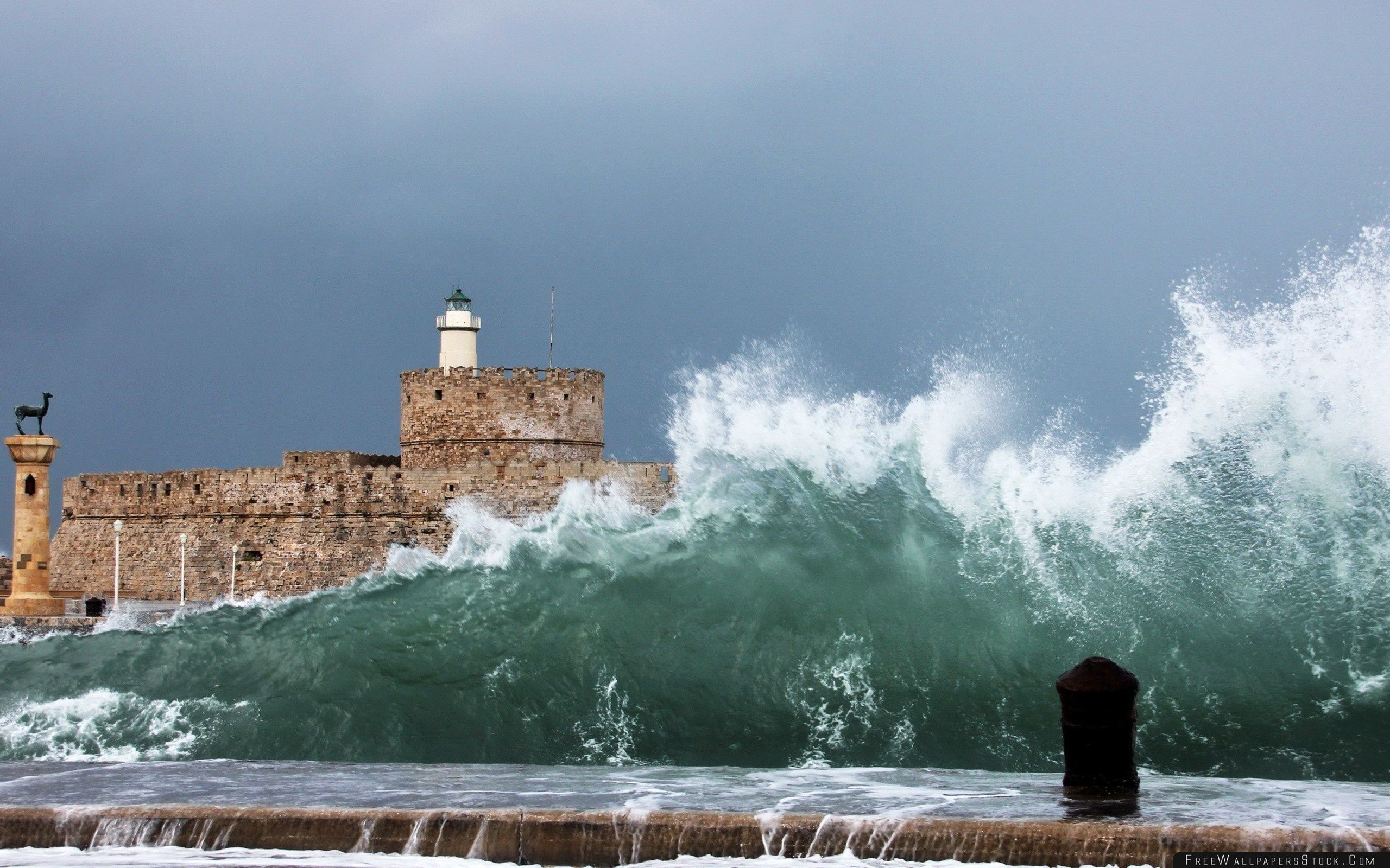 Download Free Wallpaper Stormy Wave