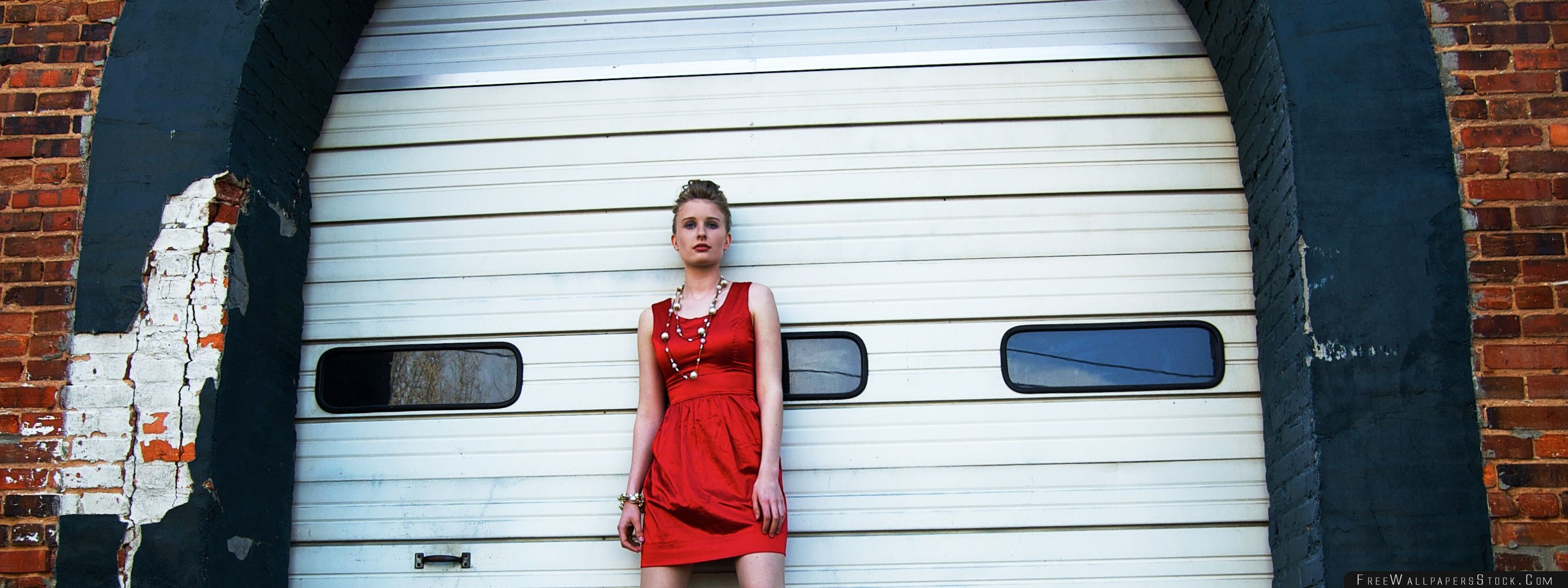 Download Free Wallpaper The Red Dress