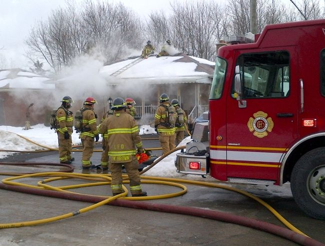 20130212 House Fire - (MIKE HENSEN, The London Free Press)