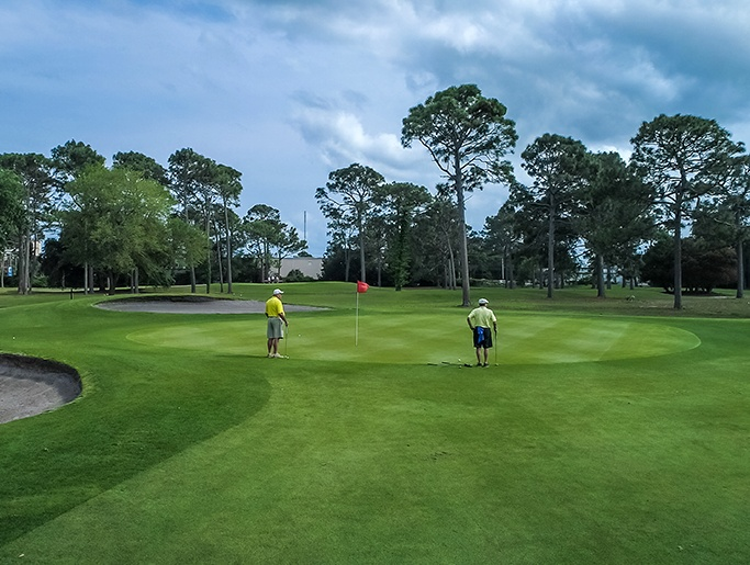 Golfers on green at Beachwood Golf Club of north myrtle beach golf courses