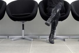 Why My Psychiatrist's Waiting Room Terrifies Me - BluntMoms.com