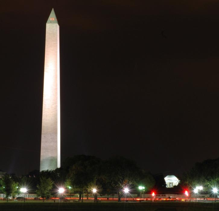 Photo of Washington monument at night