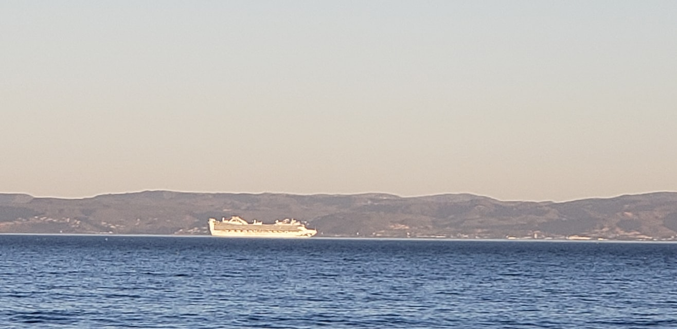Cruise-Ship-arriving-at-Ensenada