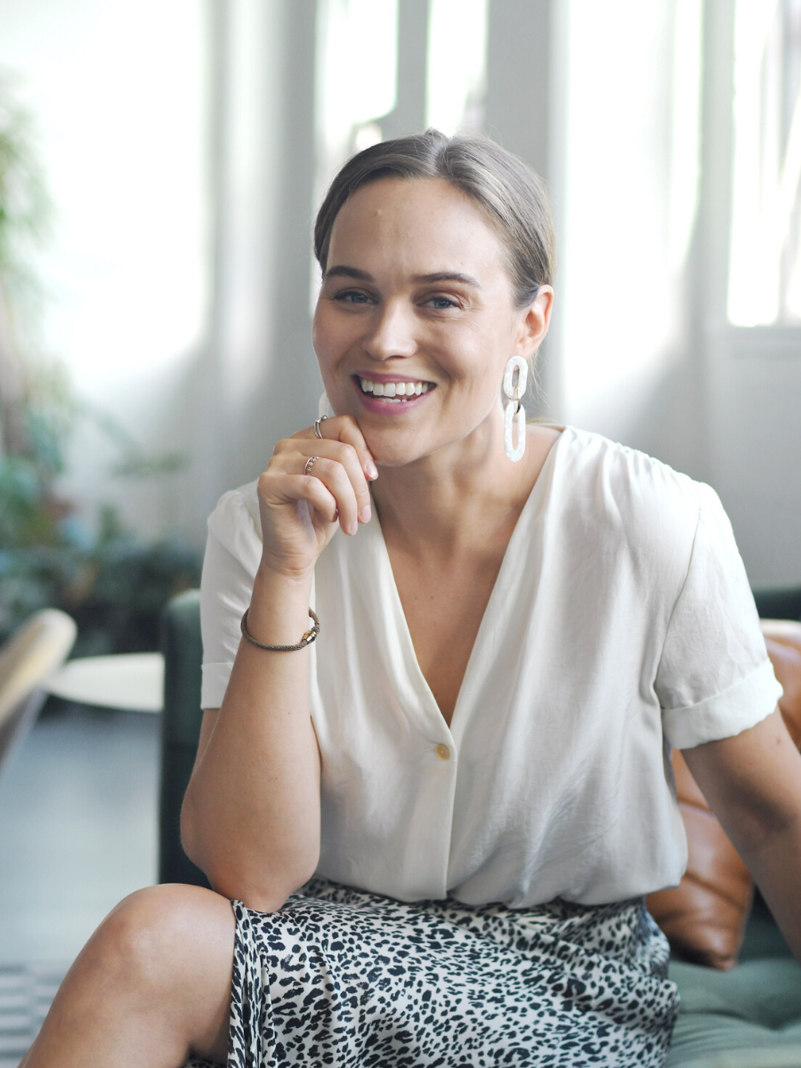 Career Coach Jessica Elliott smiling ready to coach you in Vancouver