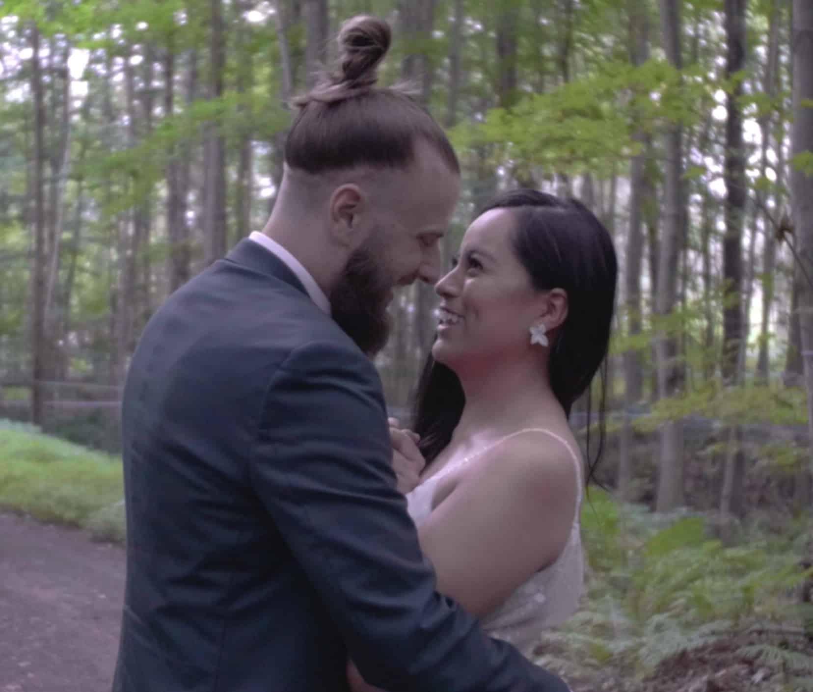 Mariage en foret, mariés dans la foret, mariés heureux