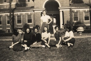 Mary Alyce and friends at Sophie Newcomb College
