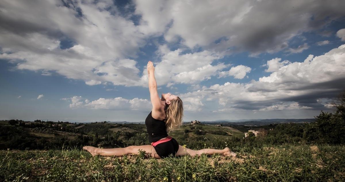 Sara-in-Yoga--hanumanasana