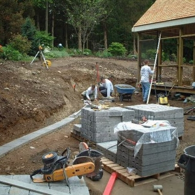 Before walkway, retaining wall and planting 1