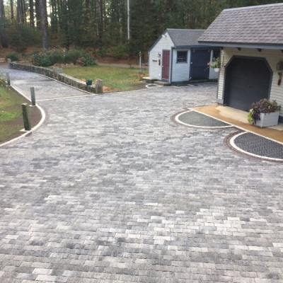 Driveway using Crystaline Basalt Tribecca field with Basalt Copthorn accents, Burgundy Red Copthorne interior borders and Peppered Granite exterior border