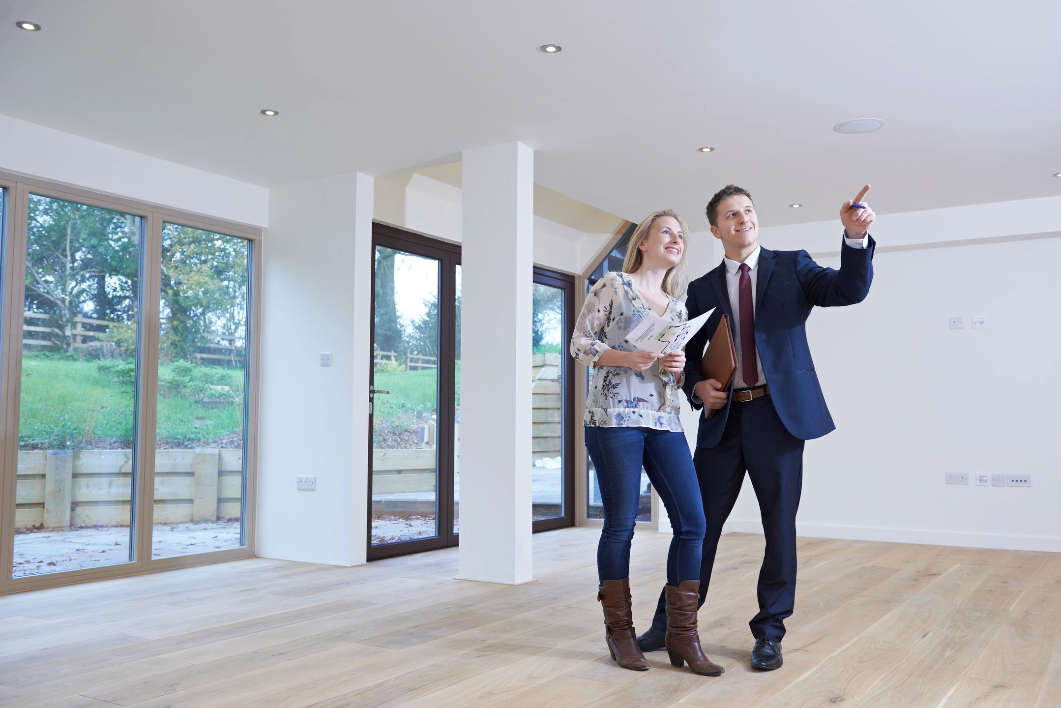 Couple deciding on the best fix and flip mortgage for thier home