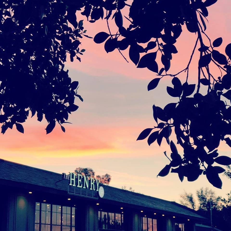 henry offers a fun dining expirence for phoenix real estate investors