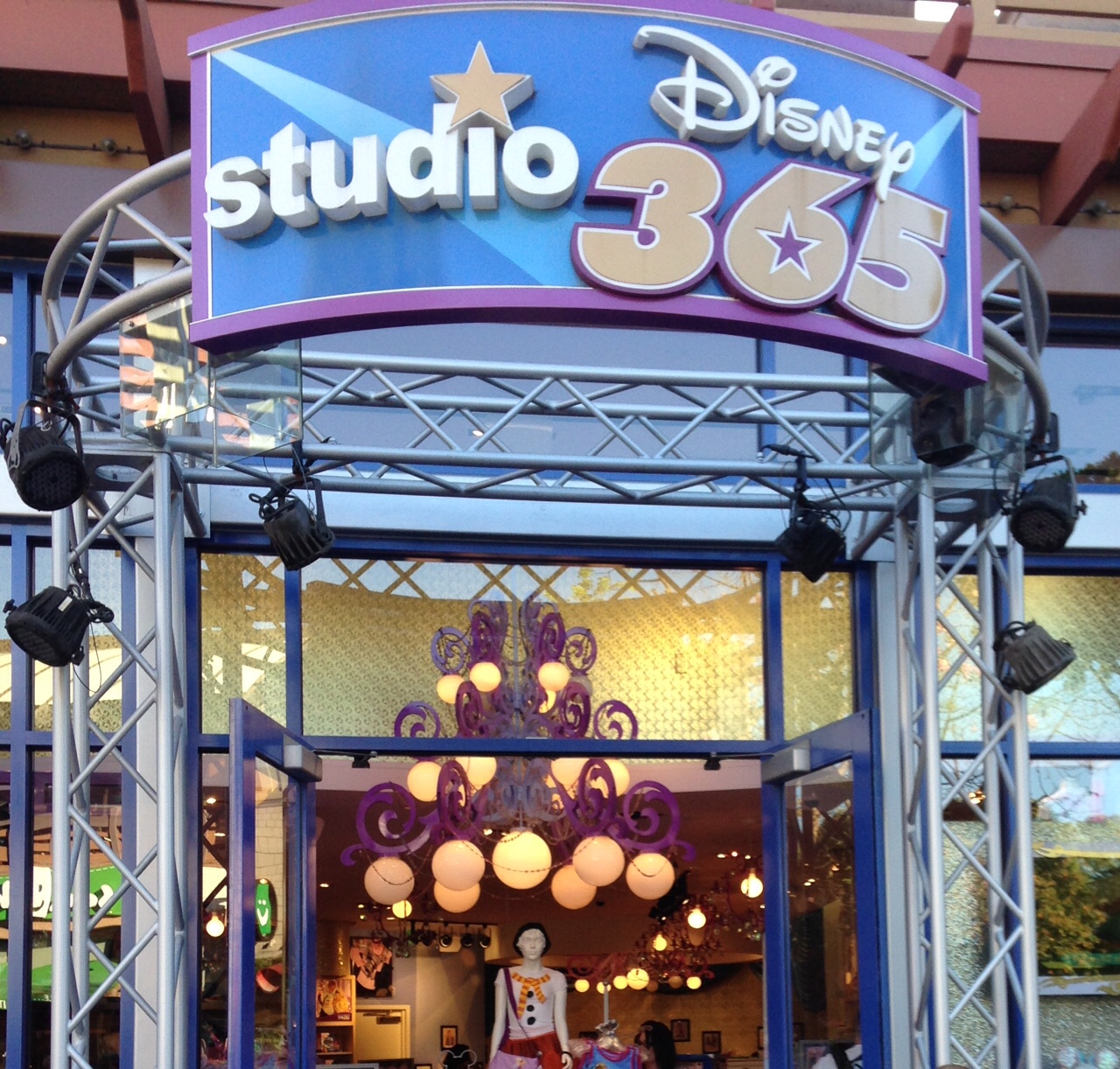 Review of Studio Disney 365 at Downtown Disney (Now Anna & Elsa's Boutique)